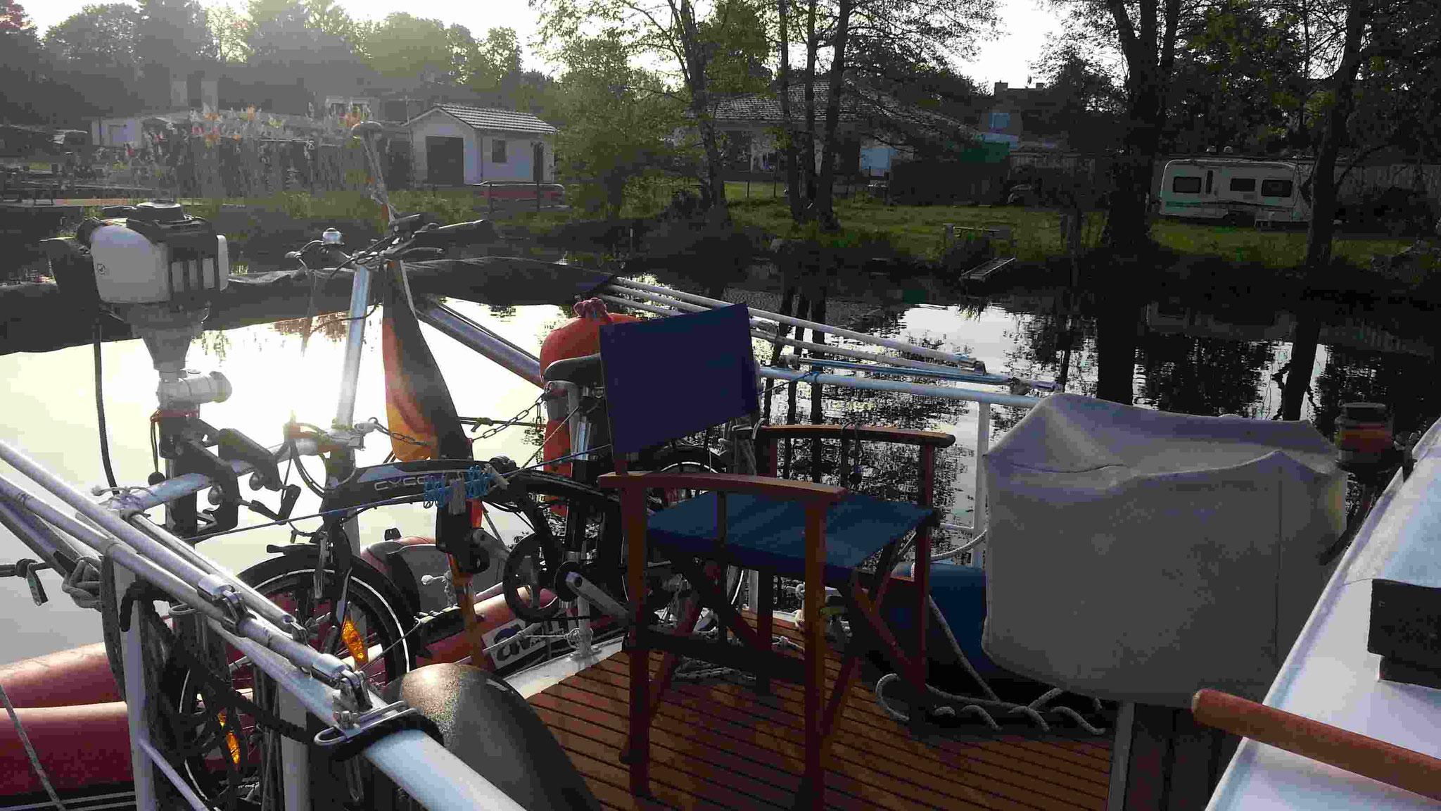 neuer Fußbodenbelag auf der Boot-Terasse