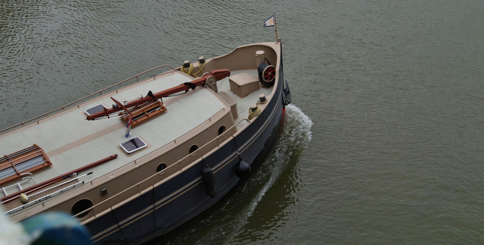 Reger Schiffsverkehr auf dem Julianakanal (NL)