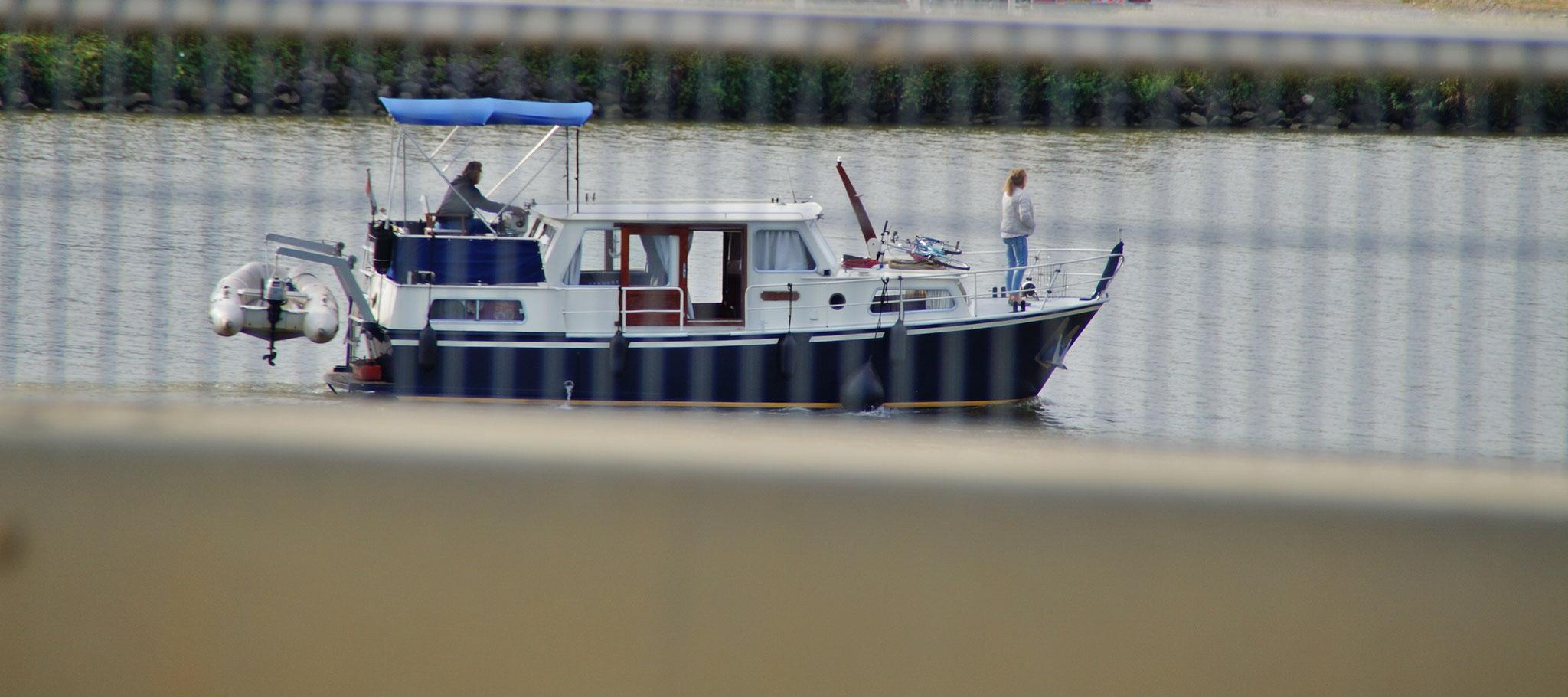 Einige sind mit dem Boot unterwegs
