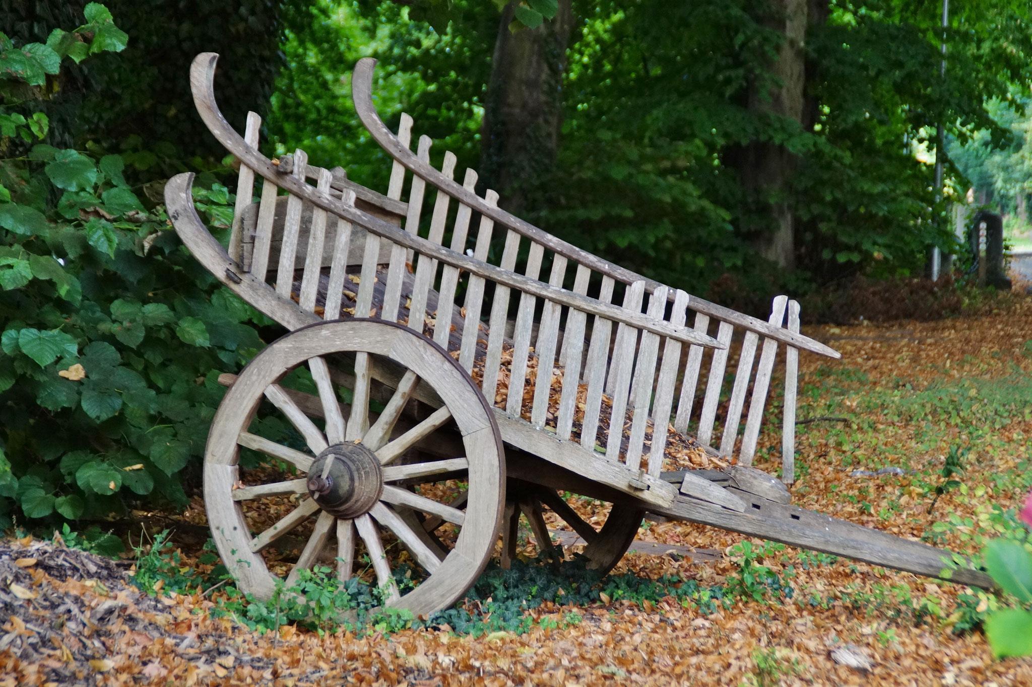 Eine alte Holzkarre