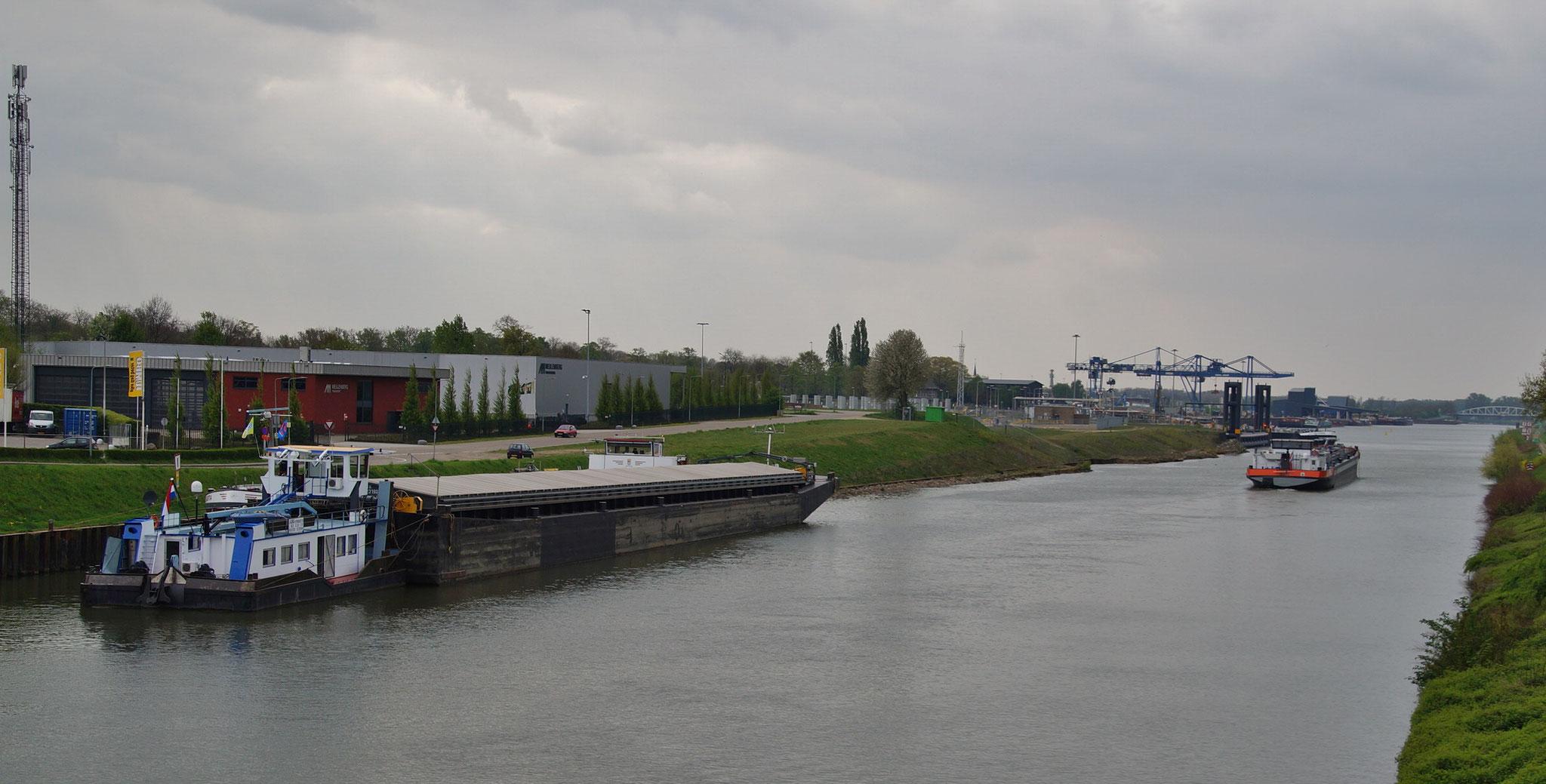 Auf dem Weg nach Einighausen (NL) passieren wir Urmond (NL)