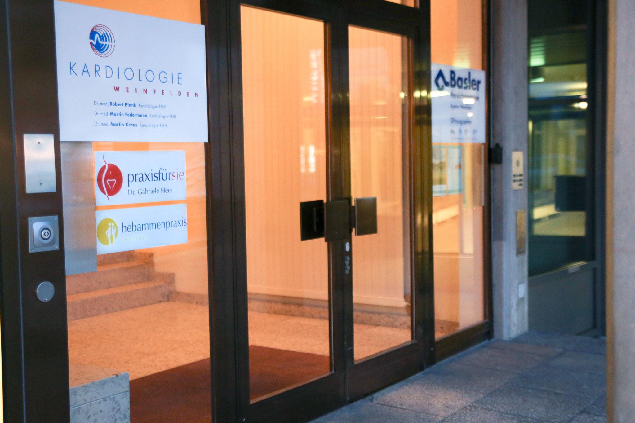 Eingang an der Rathausstrasse 11