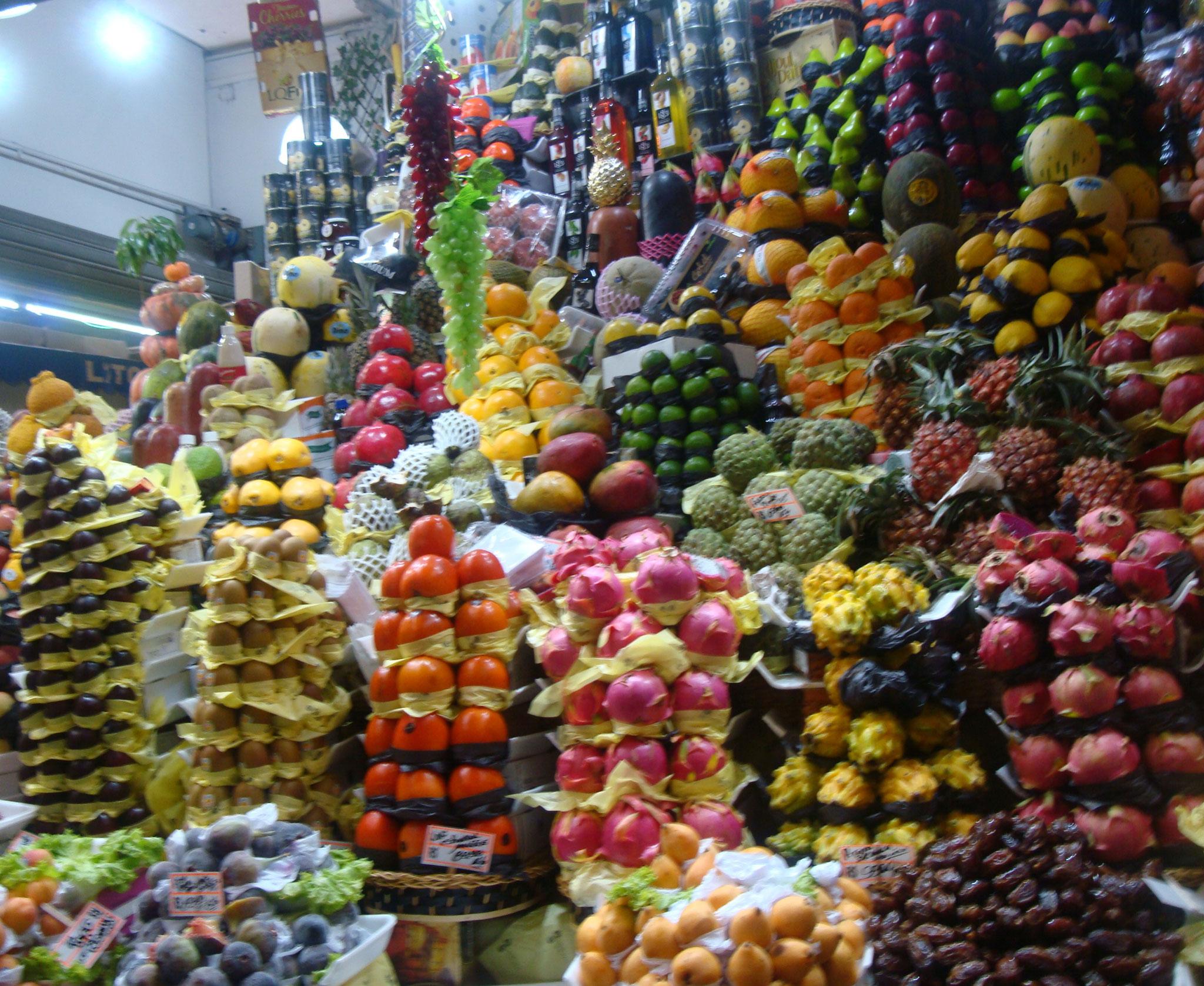 相変わらず芸術的な果物屋の店先ーサンパウロ市場にて