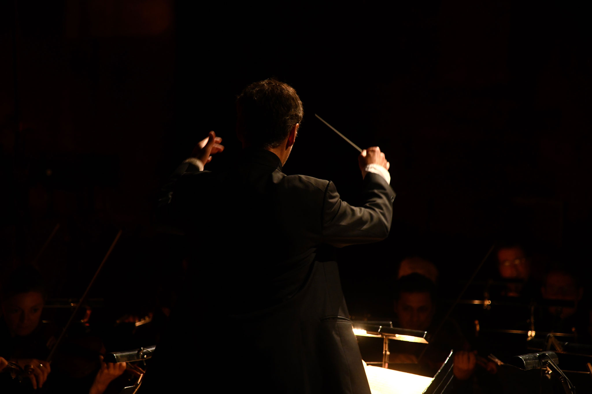 « Il faut souligner aussi la qualité de l'orchestre emmené de main de maître par un Gaspard Brecourt survitaminé et qui parvient en formation réduite à rendre toute la puissance de la musique de Verdi. »
