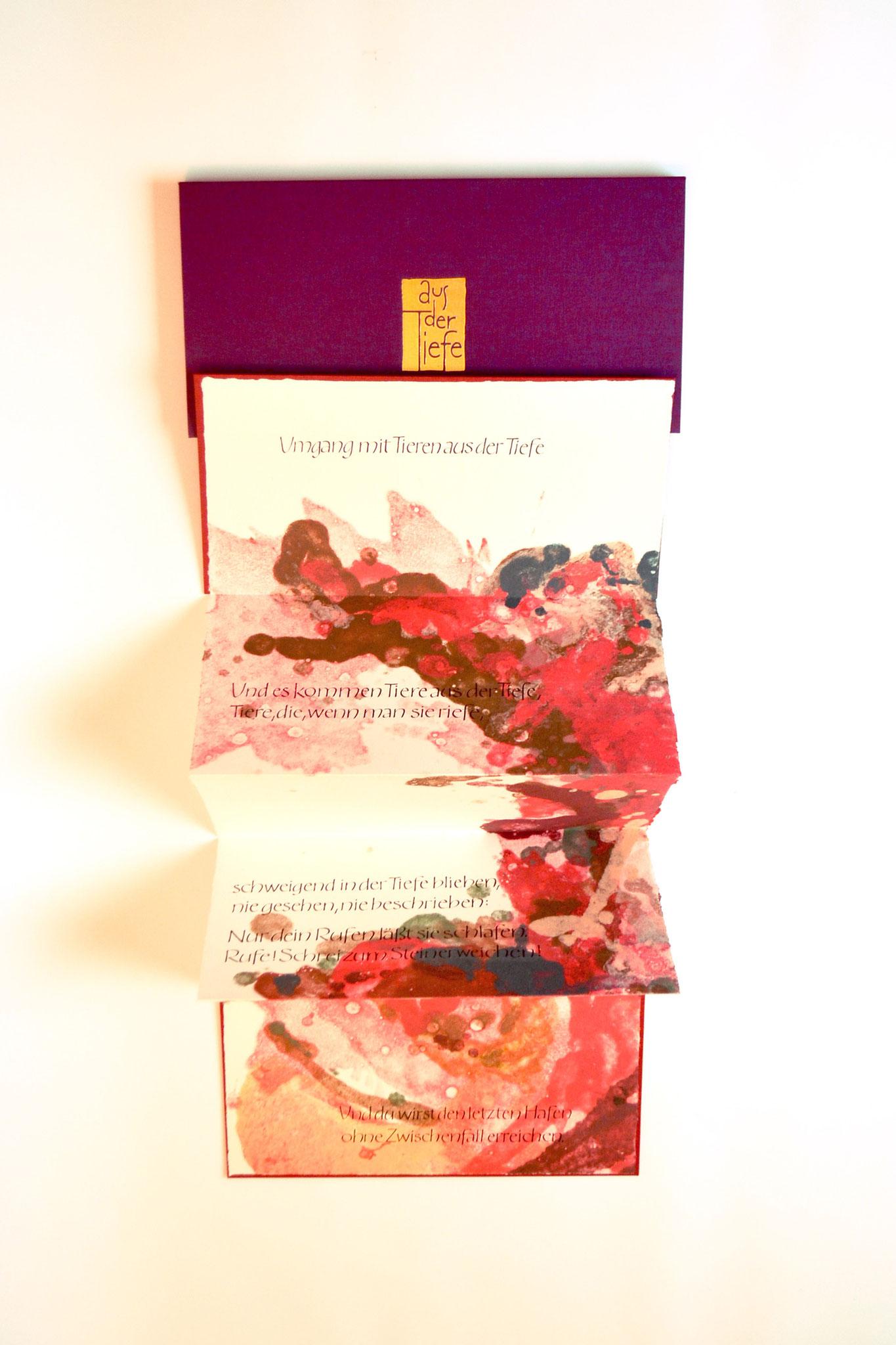 """""""Aus der Tiefe"""" (2018) - Ein Künstlerbuch (rote Version) von John Gerard mit Papiergüssen von Anna Fernengel und einem Gedicht von Robert Gernhardt"""