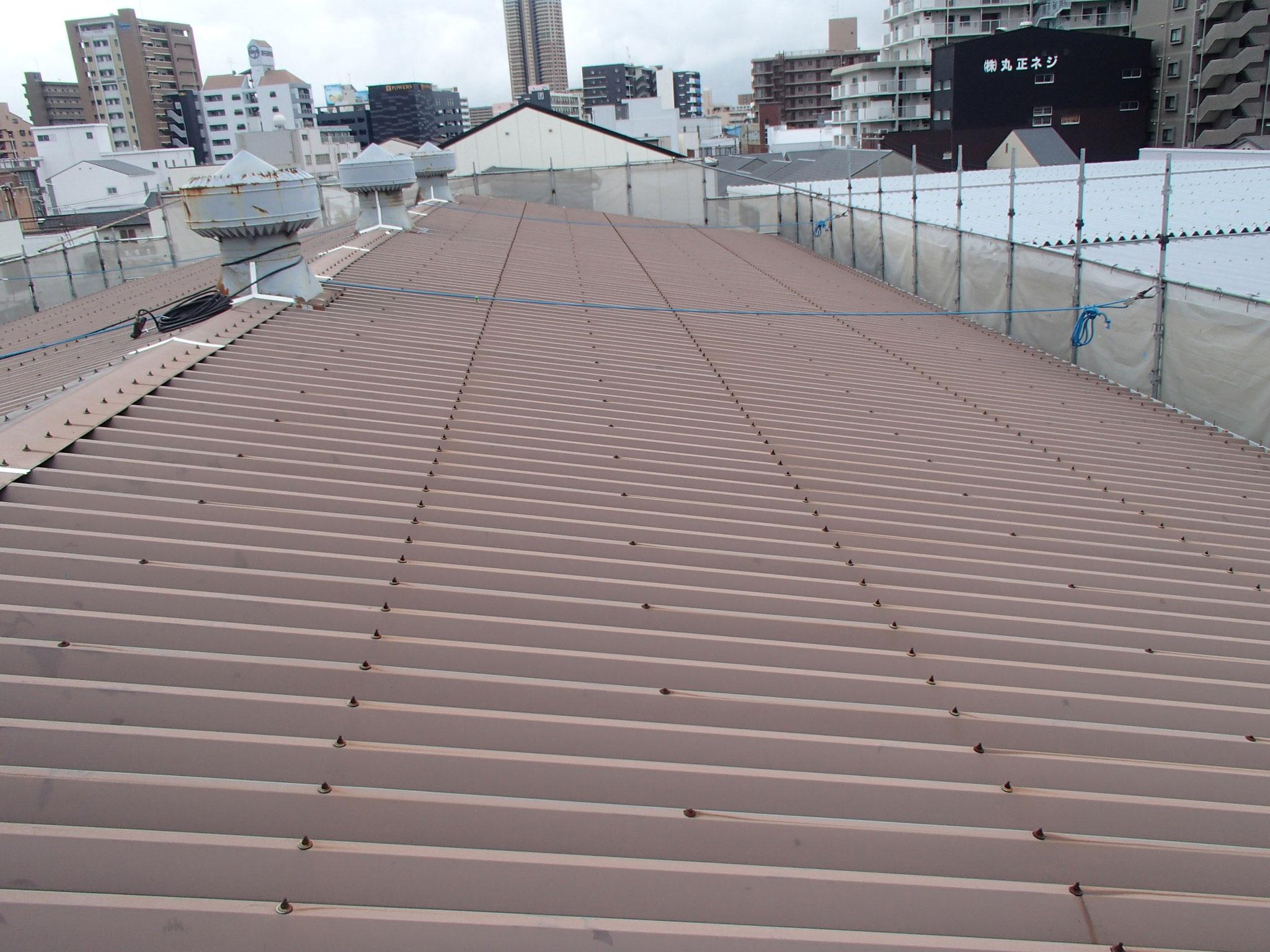 折半で勾配を取った屋根部分 西側