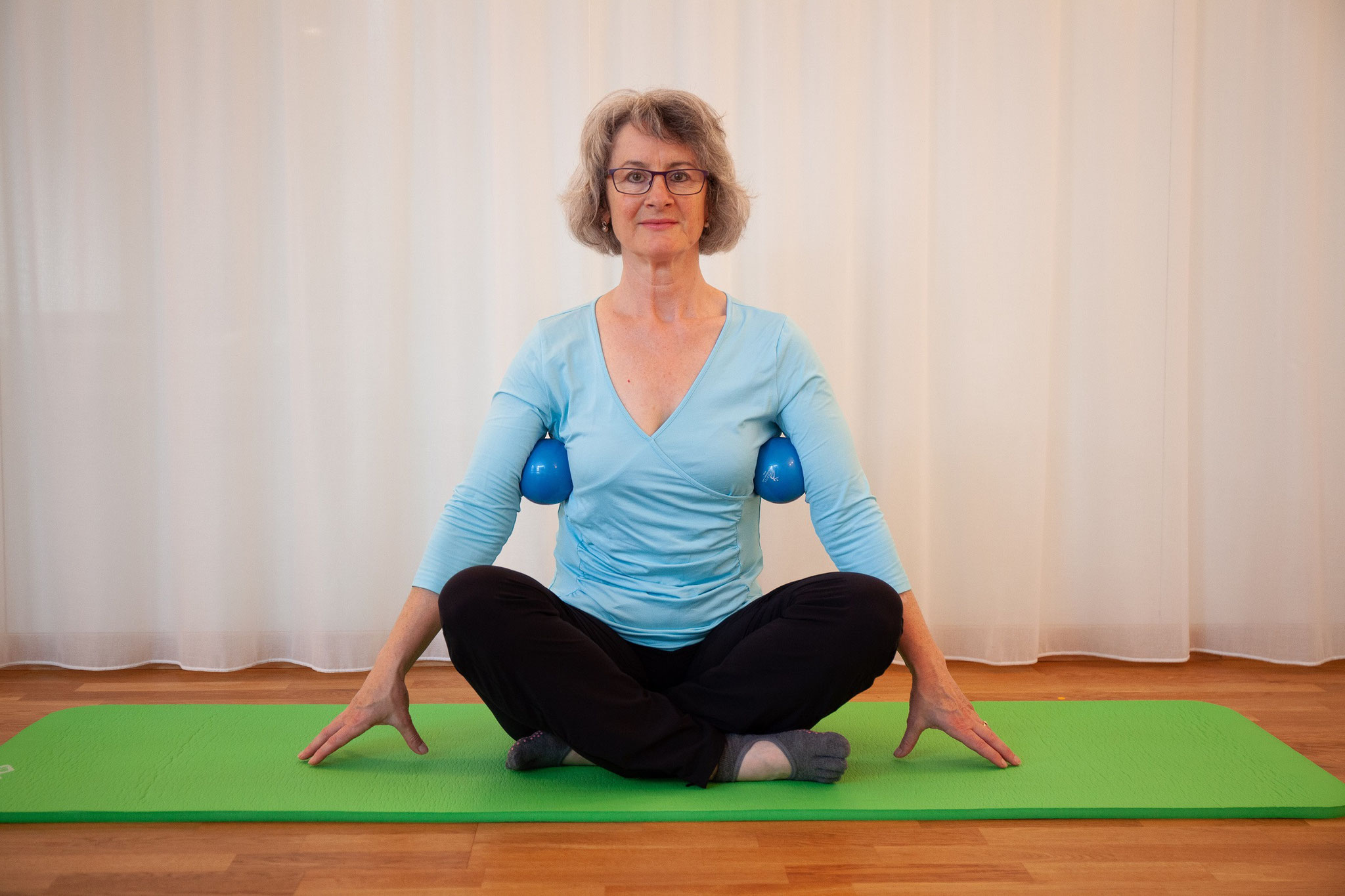 Pilates-Atmung mit Hilfe der Toningbälle