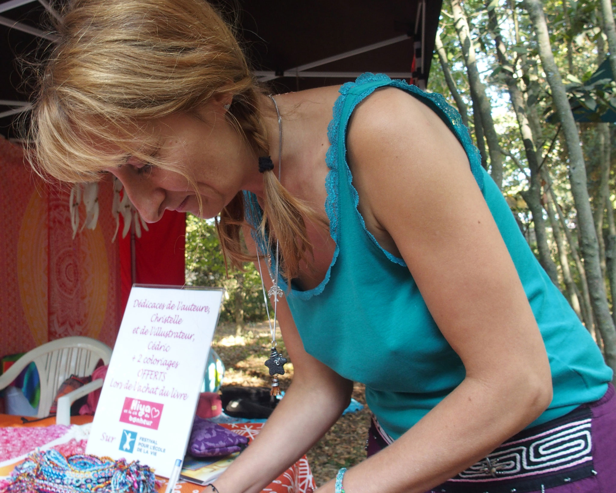 Dédicaces par l'auteure Christelle Guilleux Holleville de Hiya et la clé du bonheur