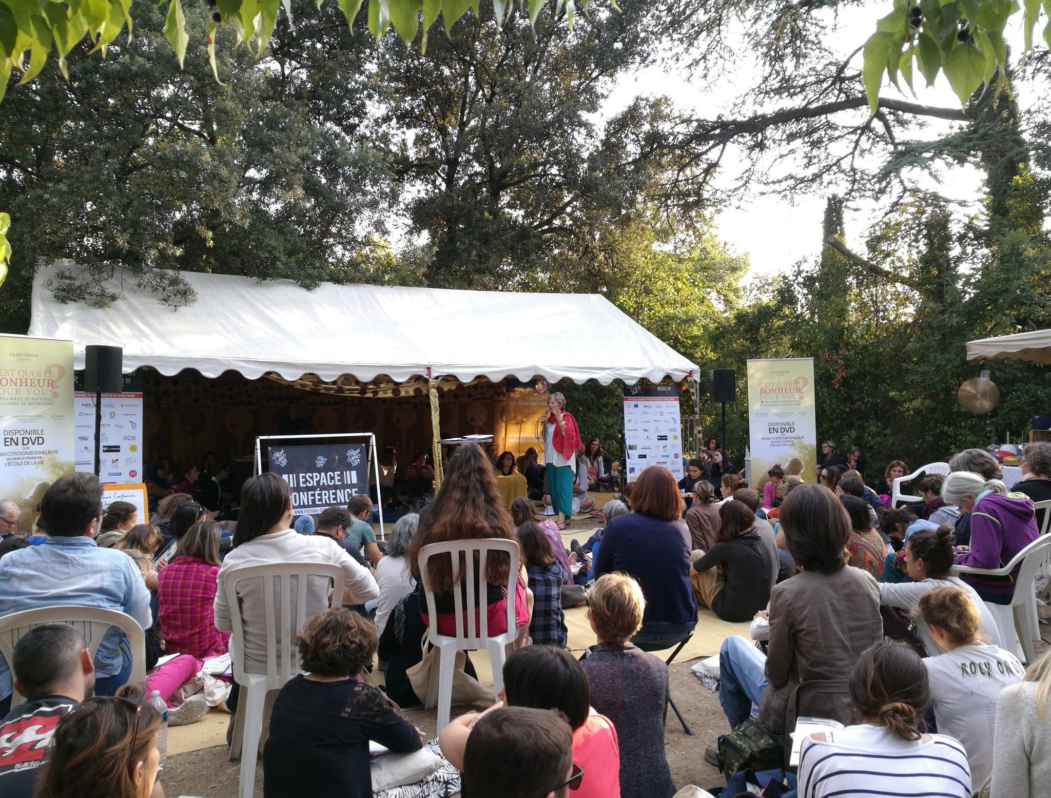 De nombreuses conférences autour de l'éducation bienveillante sur le festival pour l'école de la vie