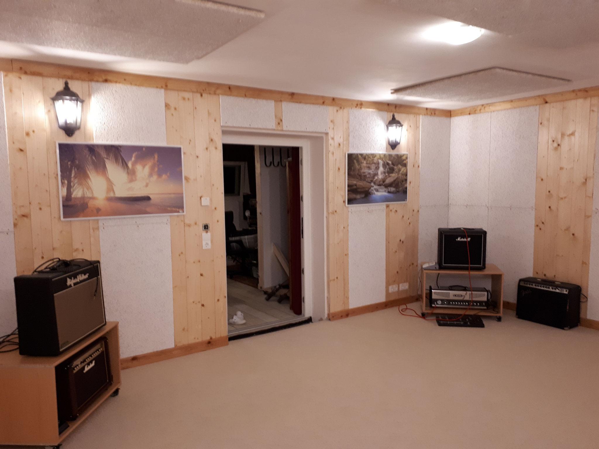 Room in room, yeah!