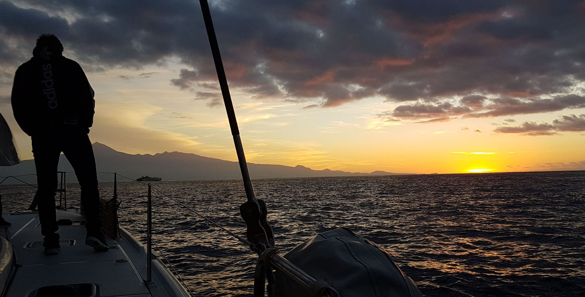 Sailing with sunrise from la Gomera to Tenerife - Catamaran vacation sailing