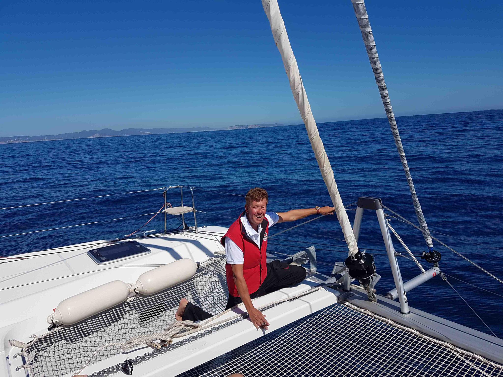 Skipper - Crew Member Jos Wijtenburg prüft das Anker
