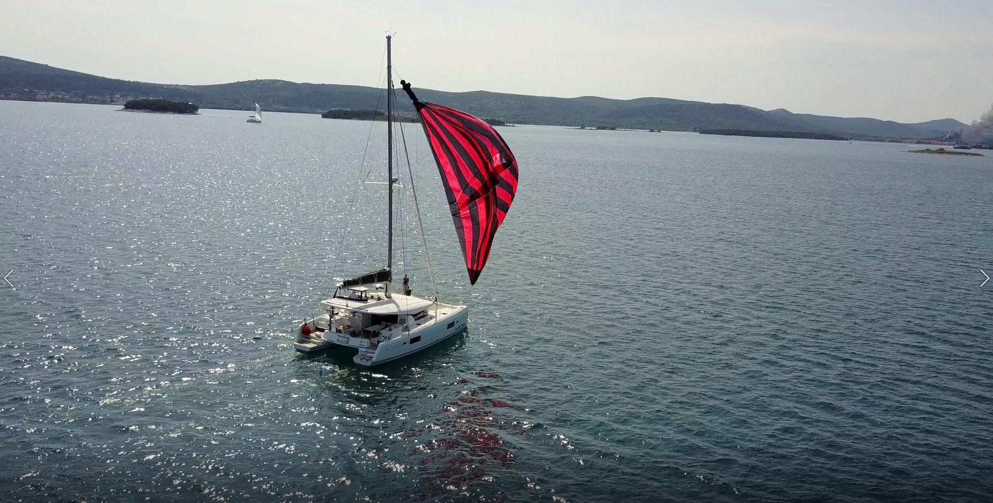 Karamaran fahren mit Hochseesegeln Törn über 400 Seemeilen und die verschiedenste Nachfahrten  -  www.katamarantraum.com