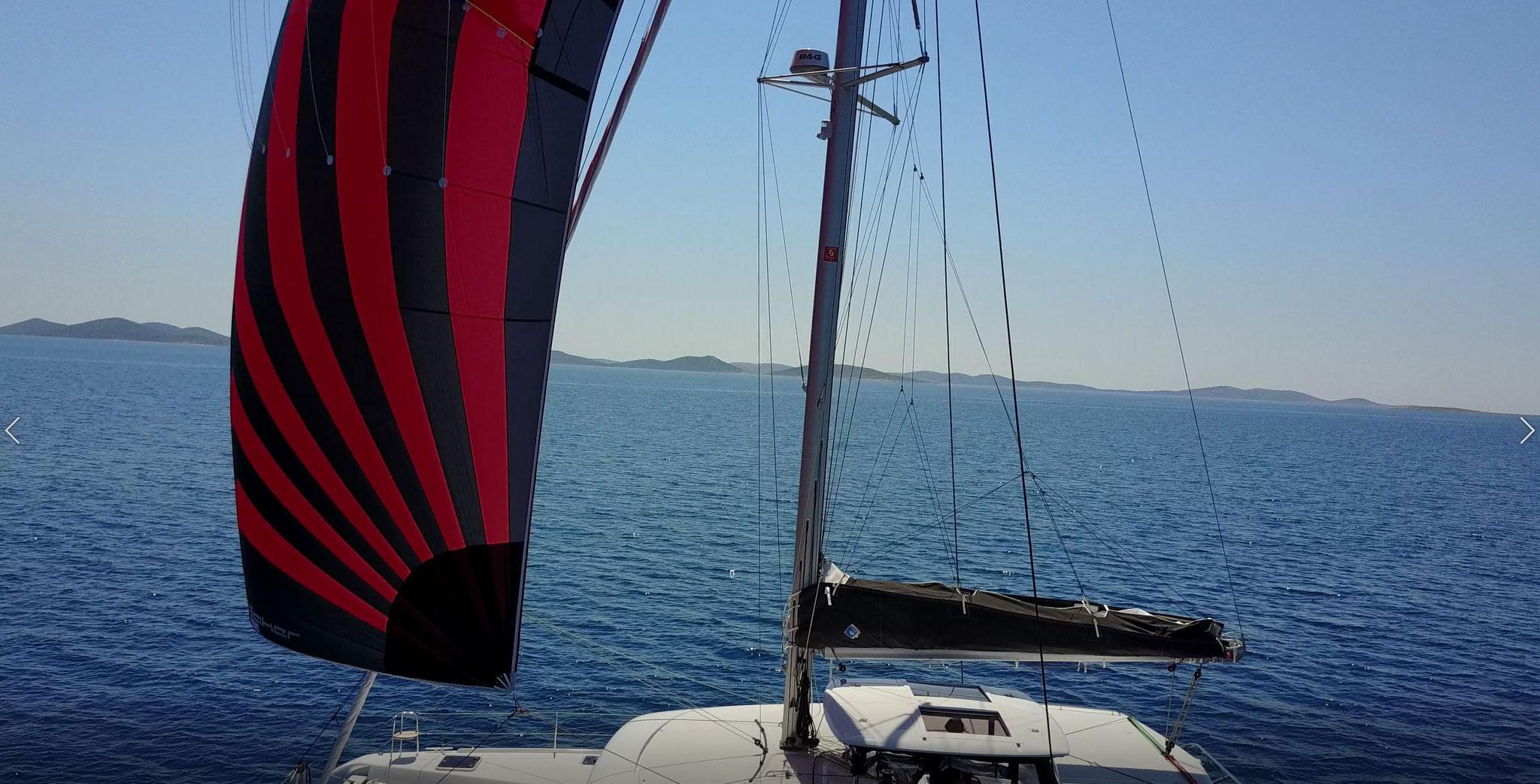 Karamaran fahren als Hochseesegeln von Kroatien bis Kanaren in Herbst      -      www.katamarantraum.com