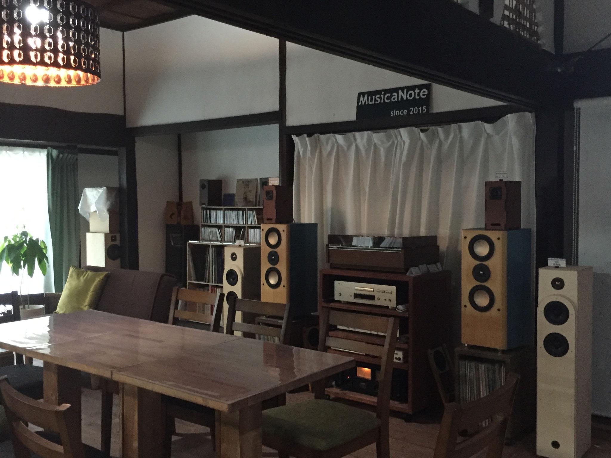 製品の試聴はもちろん、高音質オーディオで音楽を楽しみながら喫茶