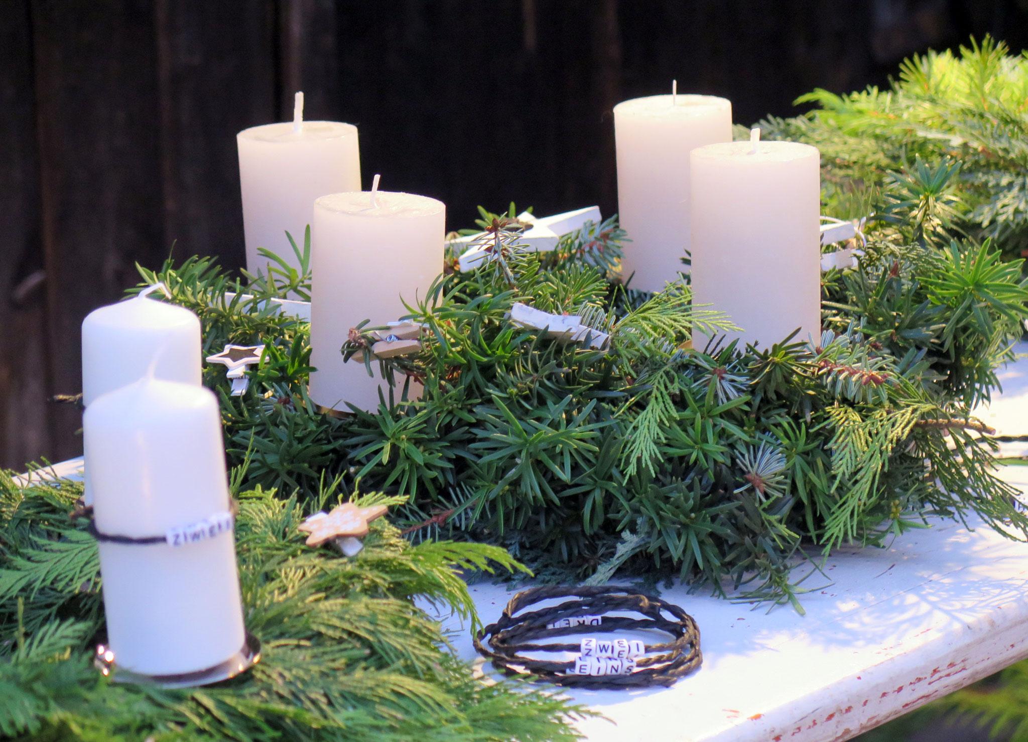 Adventskränze selber binden beim beim Weihnachts-Zauber