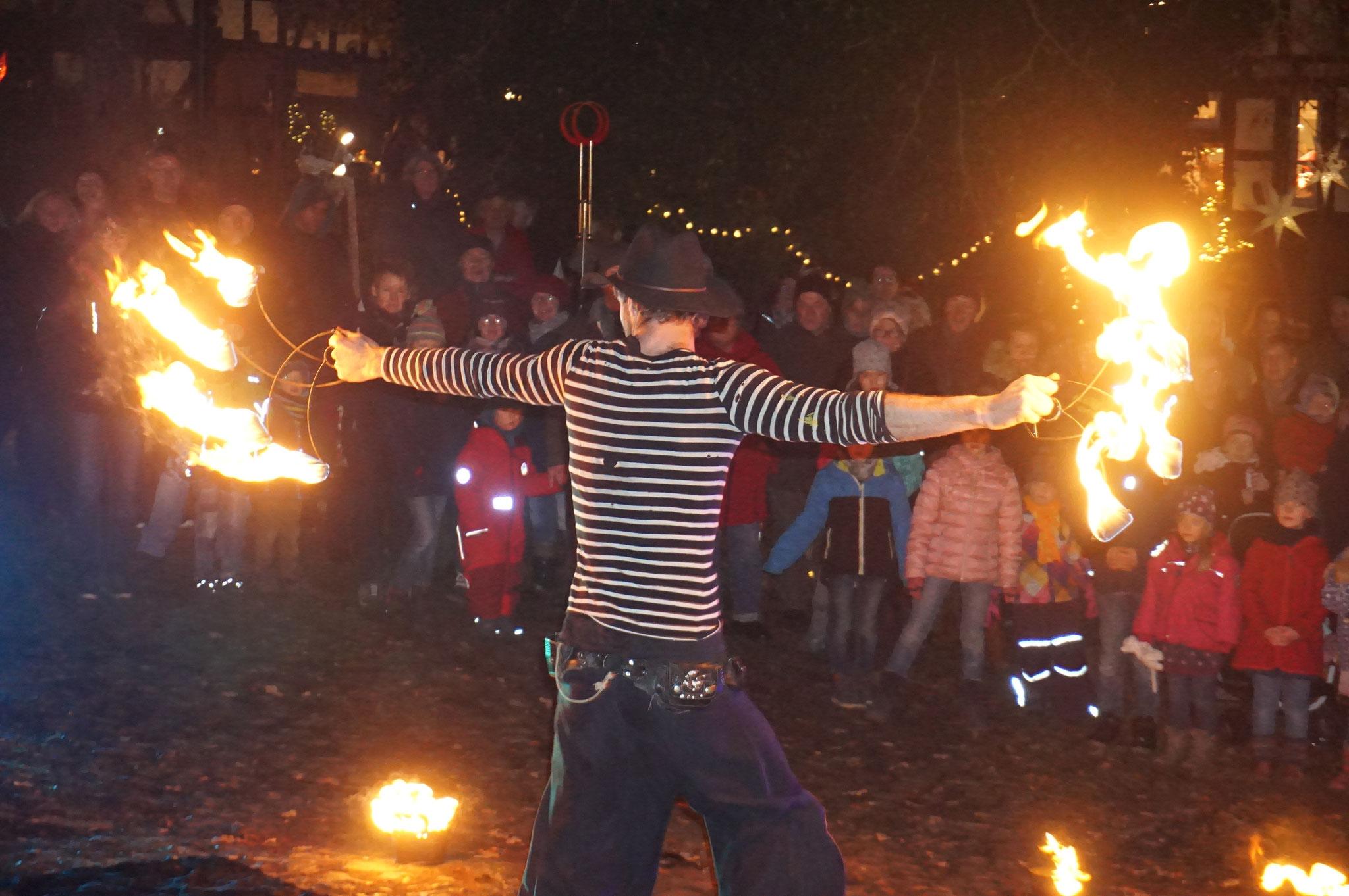 Feuershow beim Weihnachts-Zauber