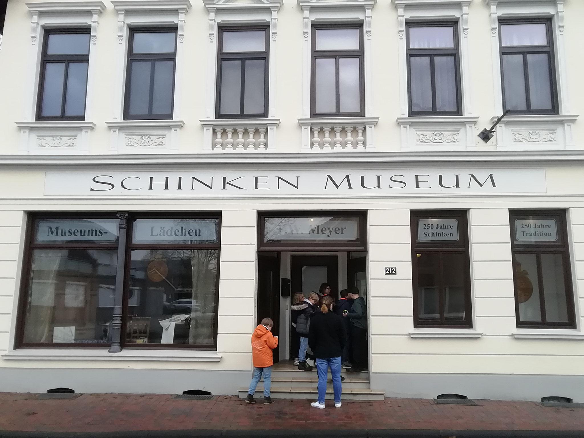 Im Schinkenmuseum in Apen haben wir gelernt wie man den echten Ammerländer Schinken herstellt - zur Hörstation bitte hier klicken!