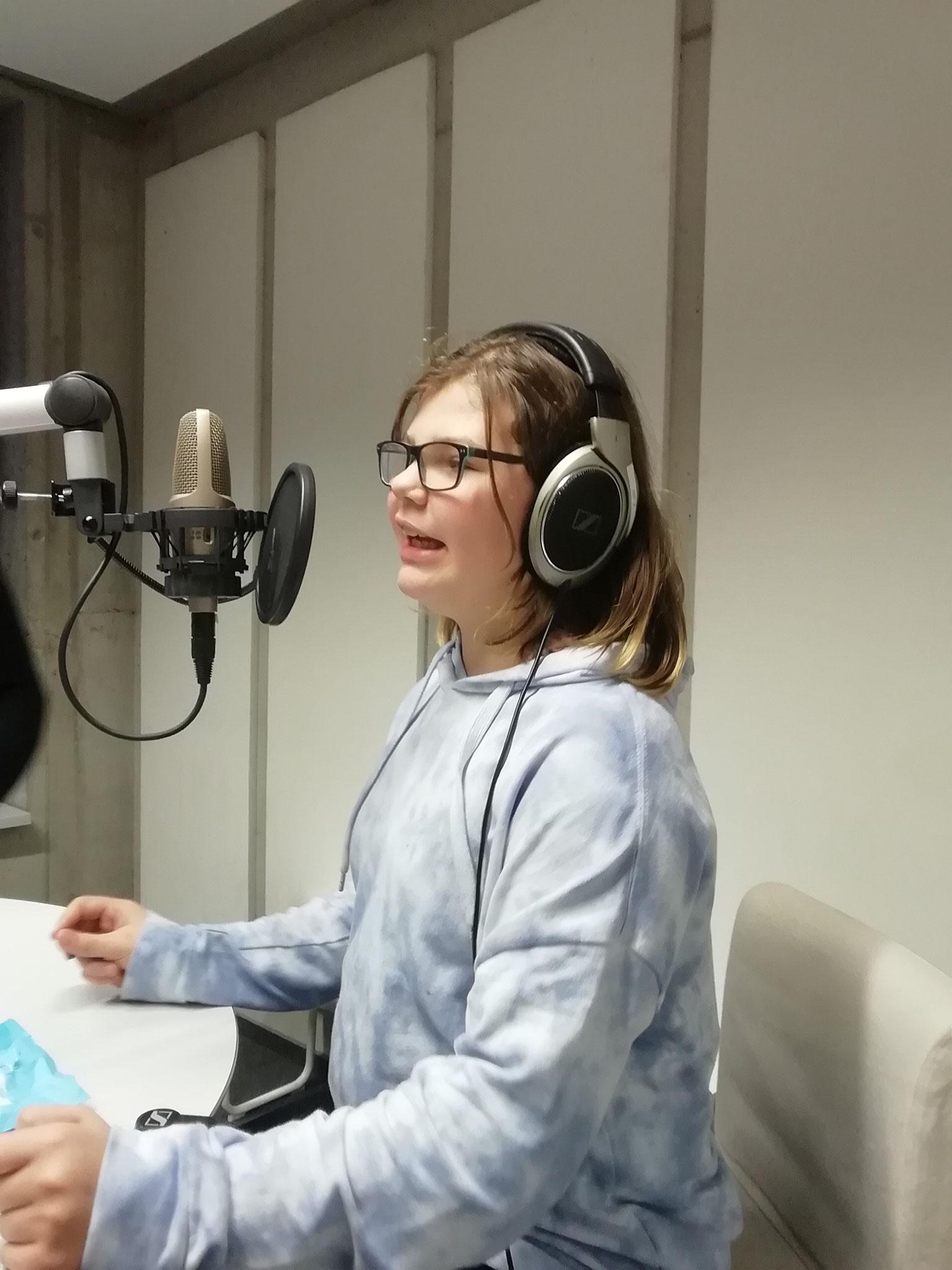 Unsere zukünftige Radiomoderatorin - zur Hörstation bitte hier klicken!