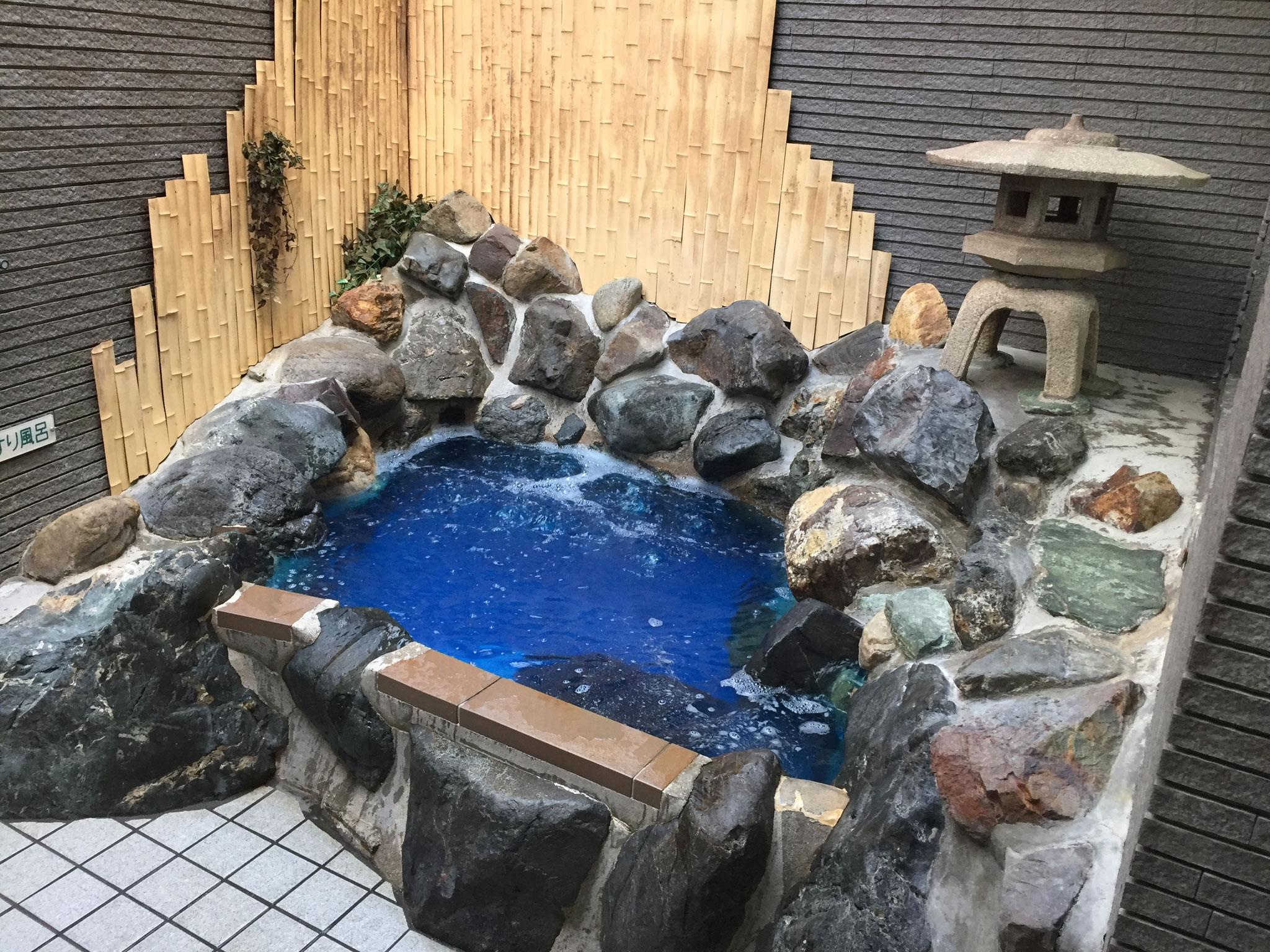 岩風呂(日替わりの薬風呂です)