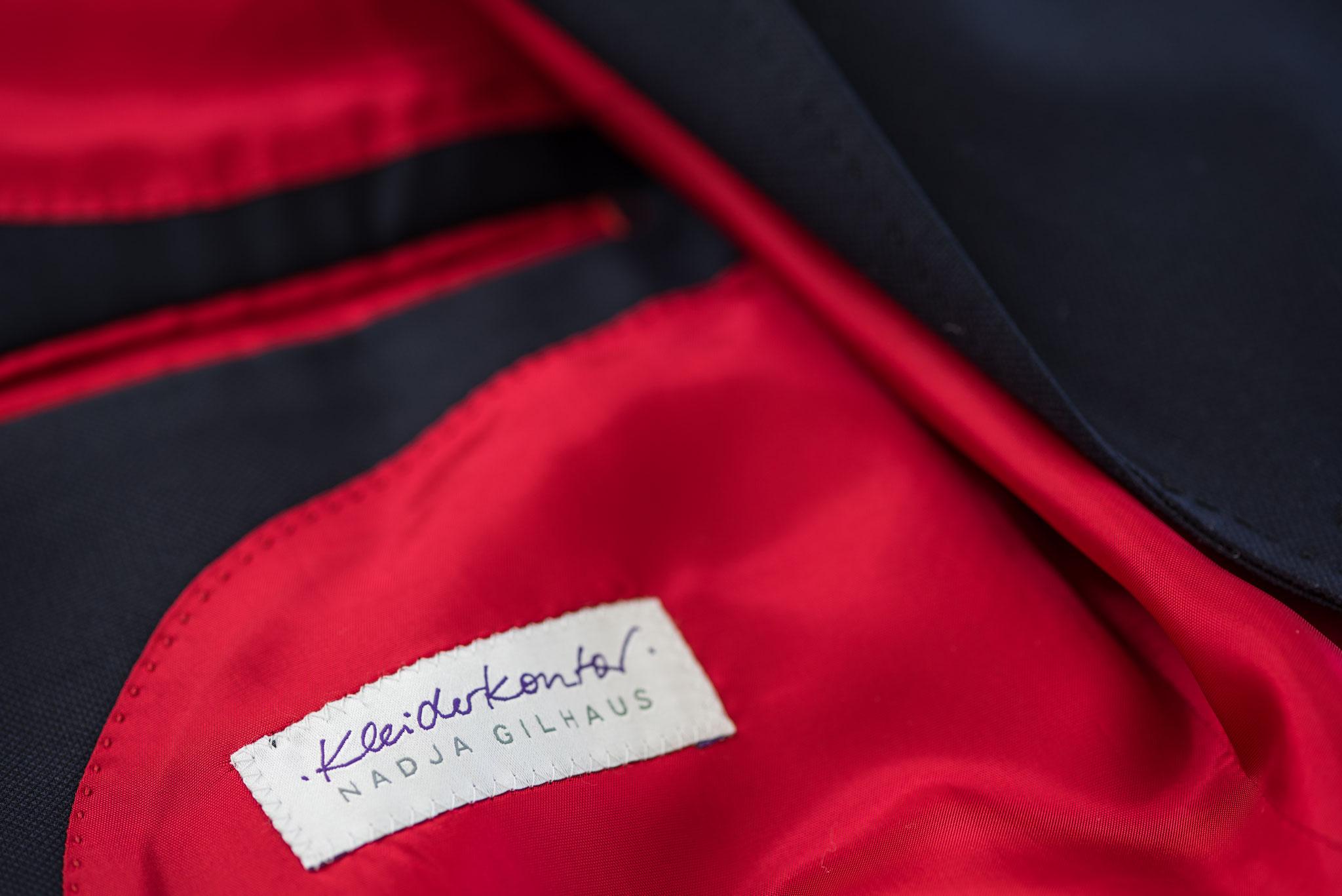 Herrensakko Maßkonfektion mit Einnähetikett des Kleiderkontors in rotem Futter