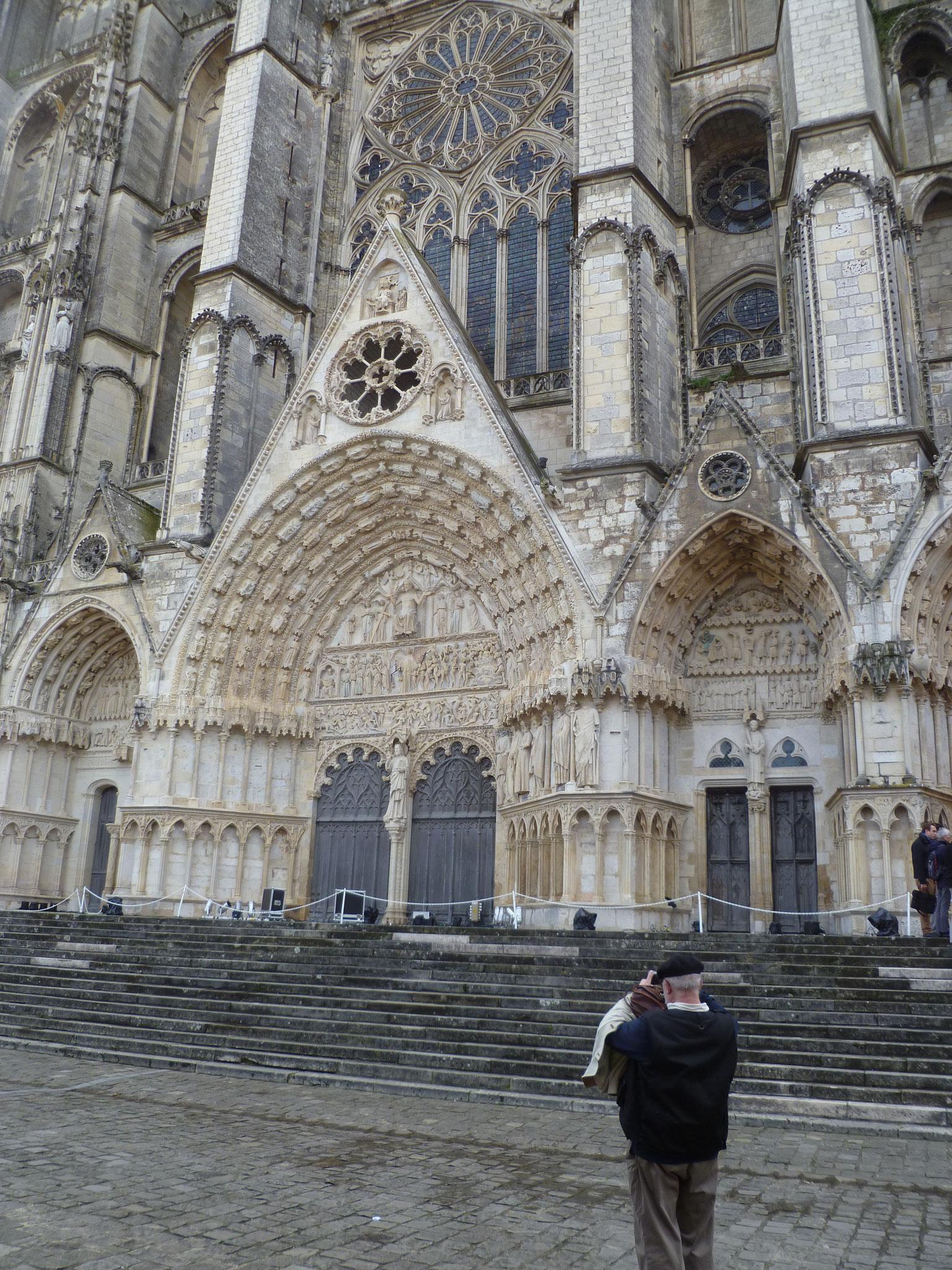 Cathédrale Saint-Étienne de Bourges, construite entre la fin du XIIᵉ et la fin du XIIIᵉ siècle!