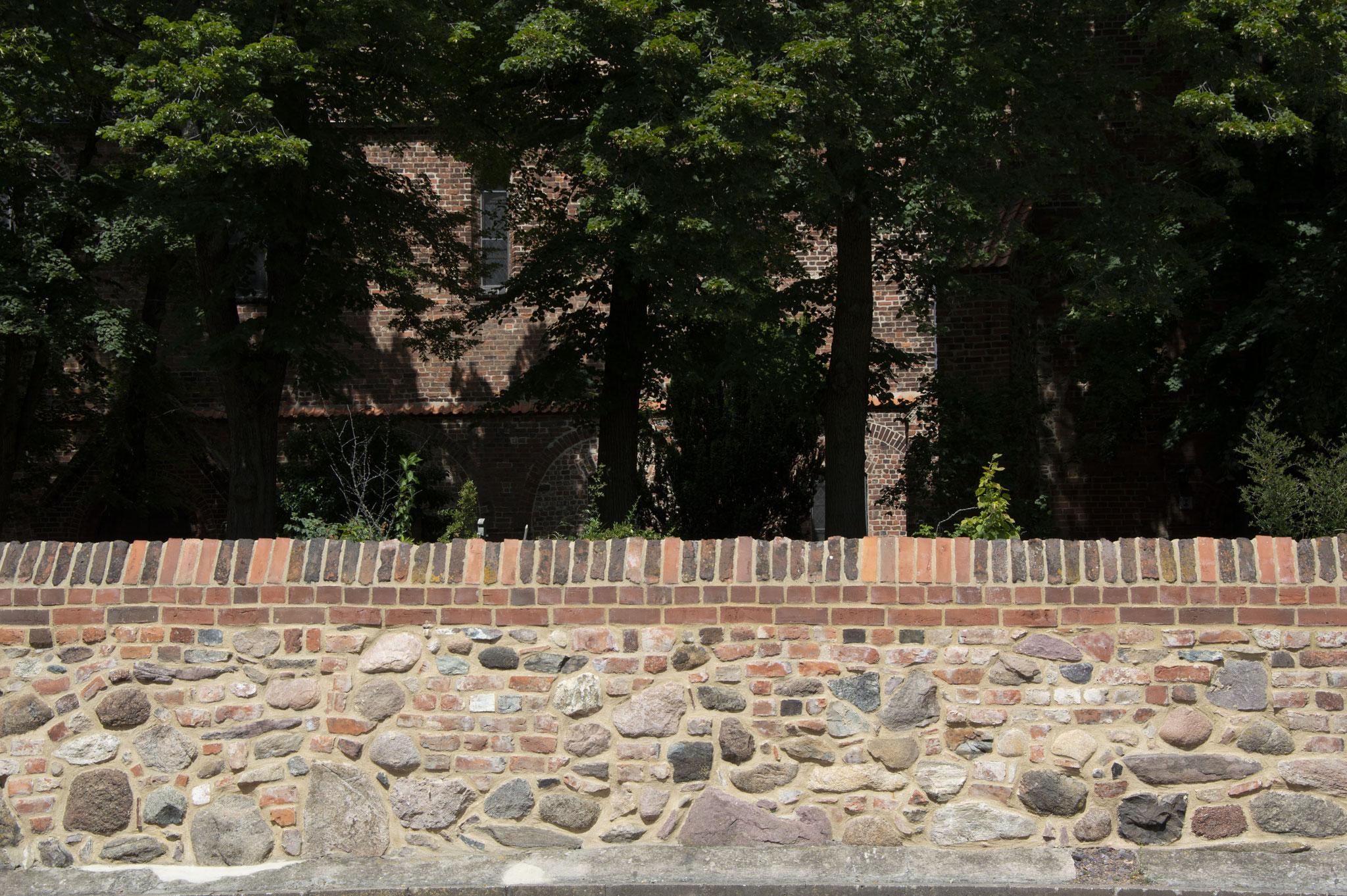 Mauer an der Liebfrauenkirche in Jüterbog