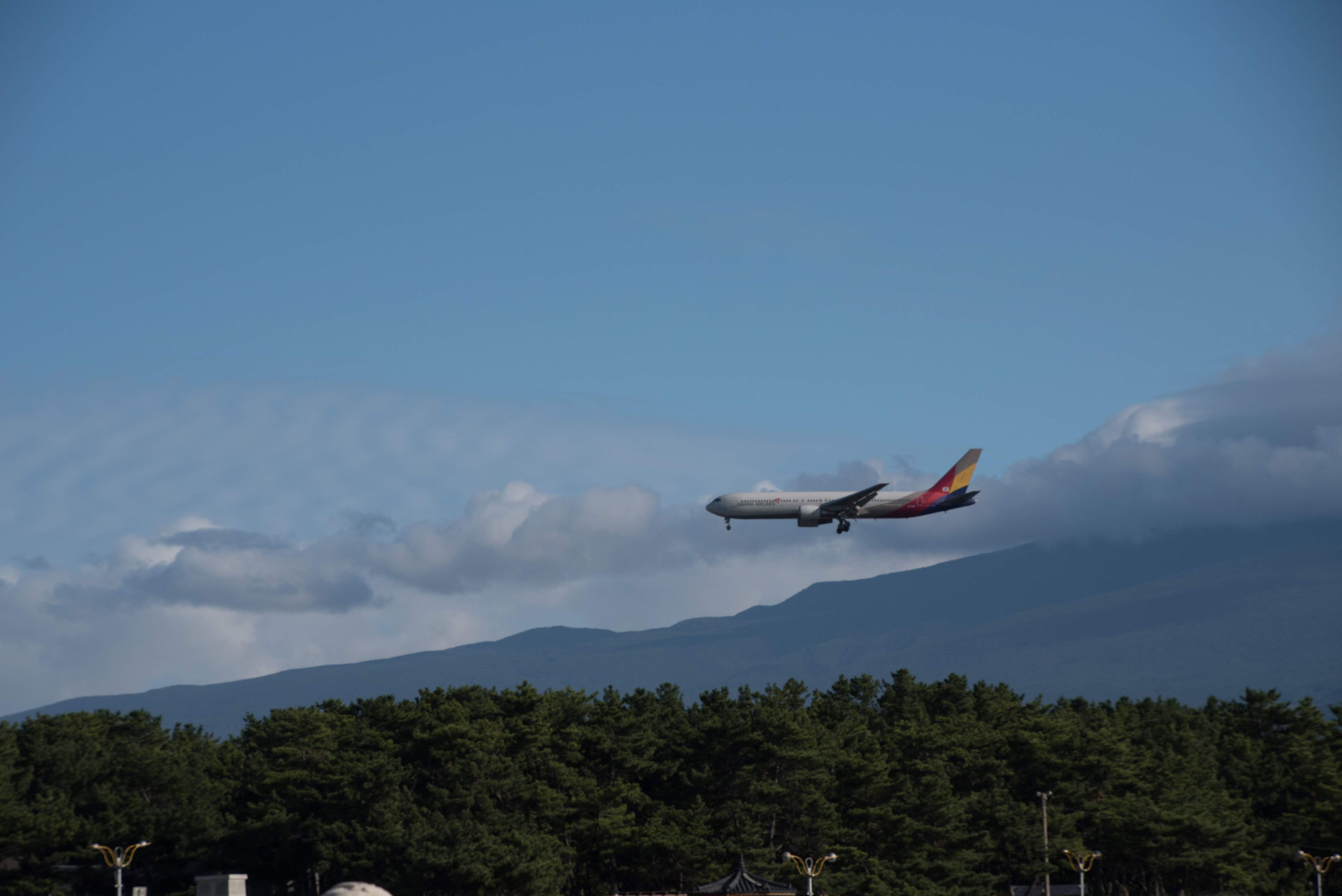 Landeanflug auf Jeju- im Hintergrund der Hallasan