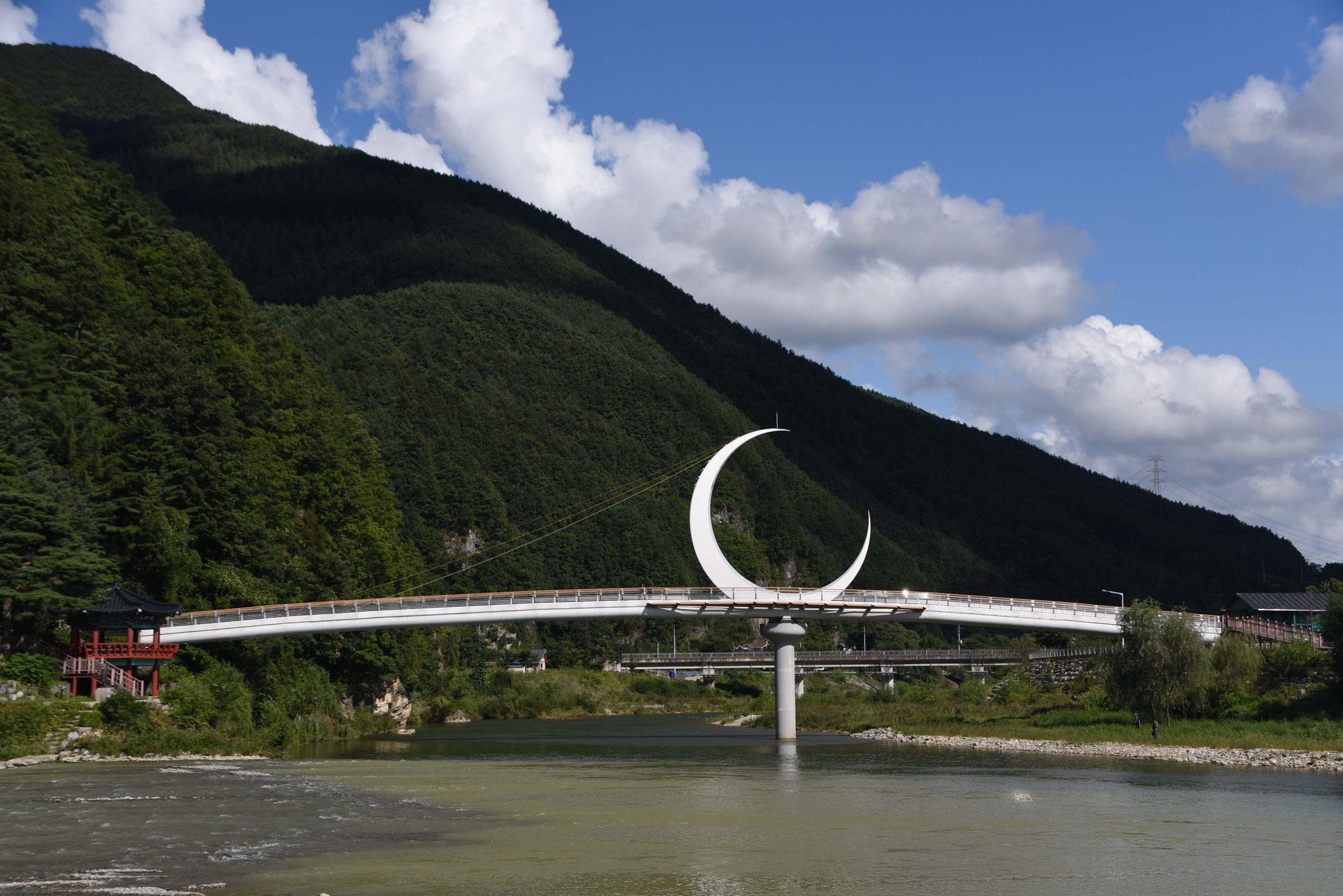 Brücke mit Halbmond