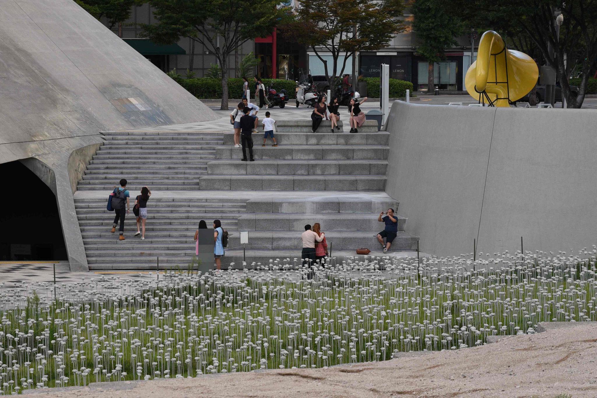 Treffpunkt auf der Rückseite des Dongdeamun Design Plaza