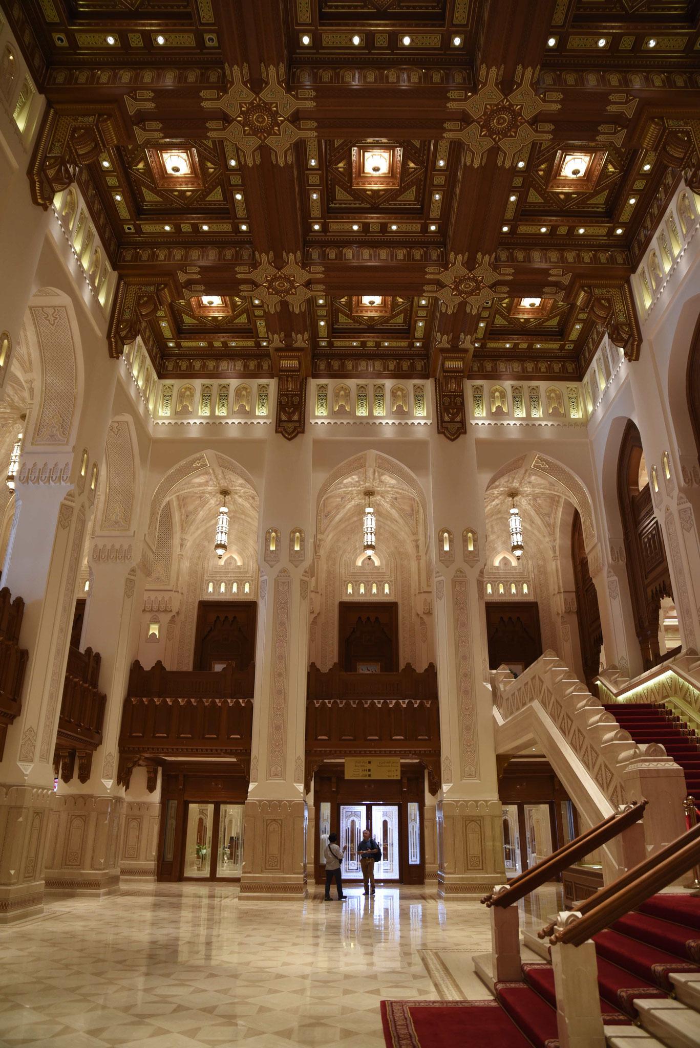Im Foyer der Oper