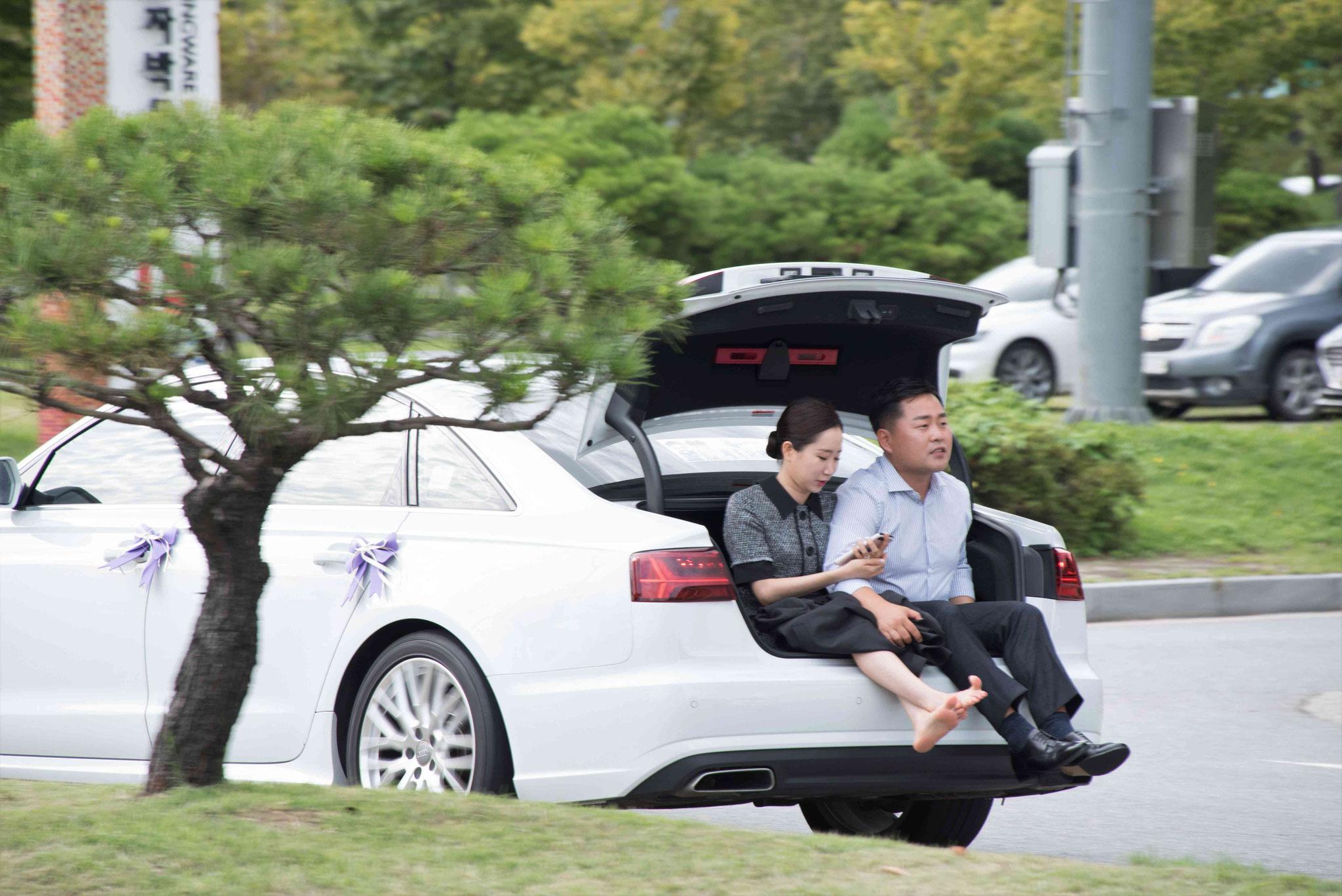 Südkoreaner auf einer Fahrt über den Parkplatz