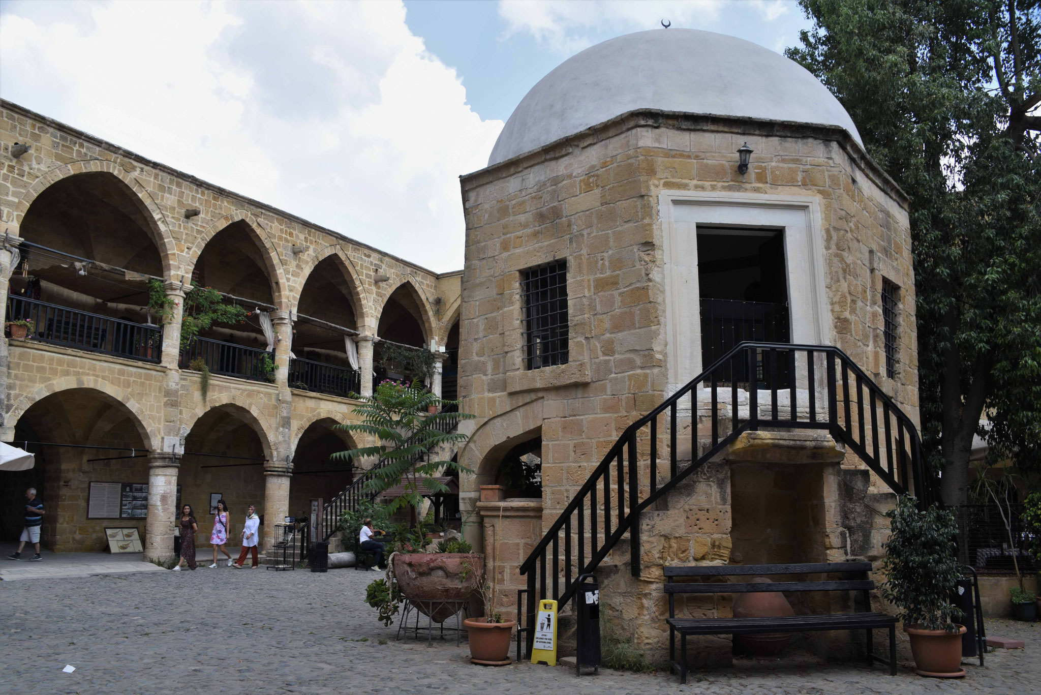 Innenhof der Karawanserei I