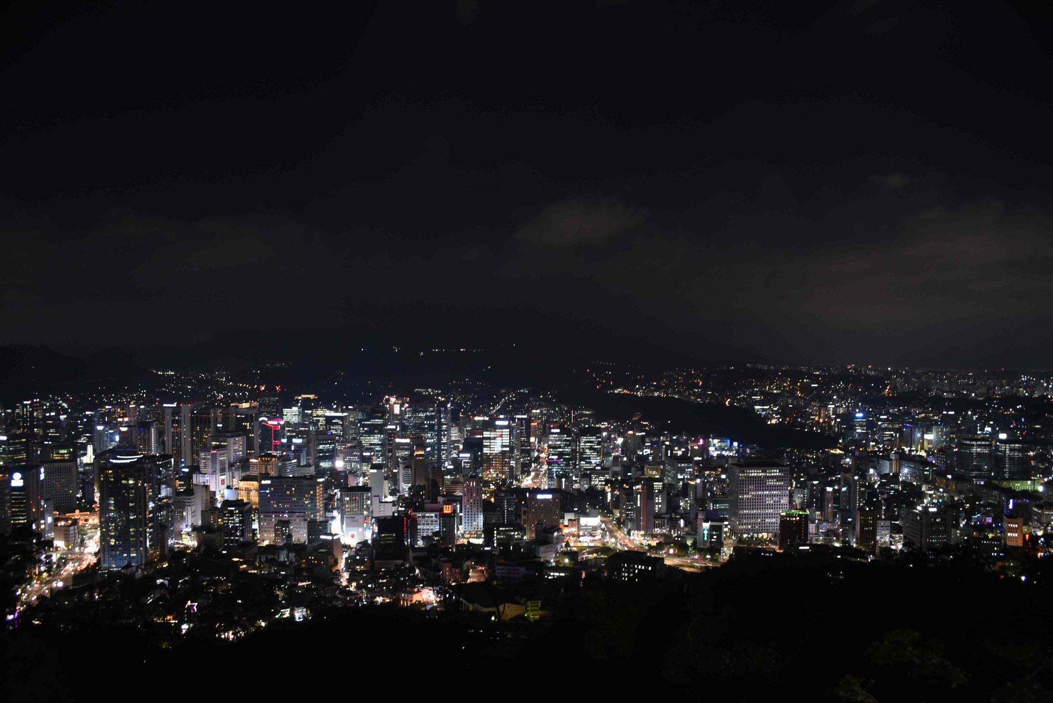 Blick über Seoul bei Nacht