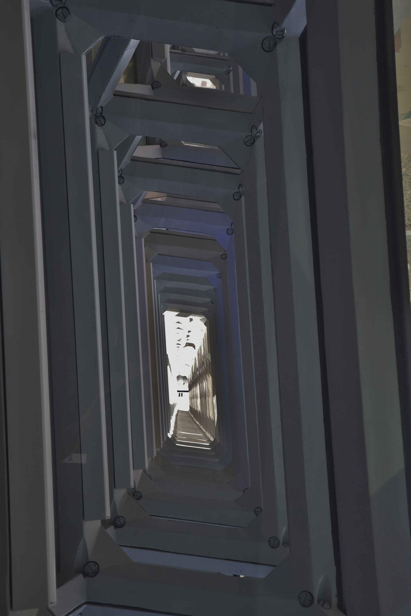 Blick durch die Glasfasadenelemente I