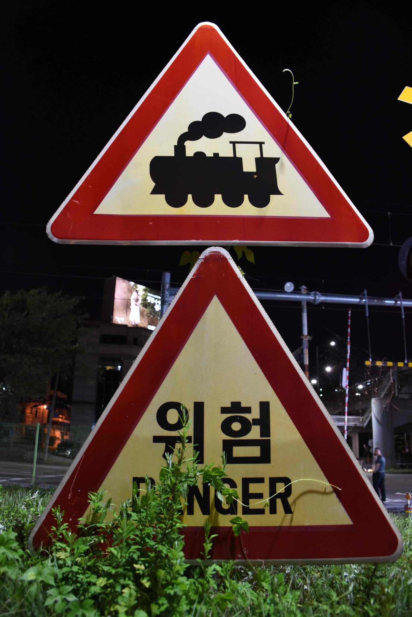 Auch in Seoul gibt es noch handbetätigte Bahnübergänge