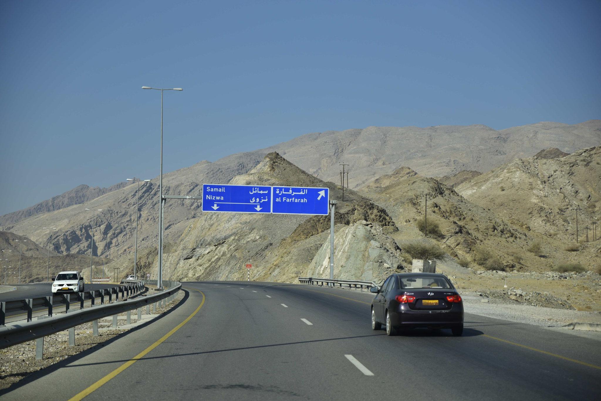 Verkehrsschilder sind zum Glück nicht nur in arabisch vorhanden