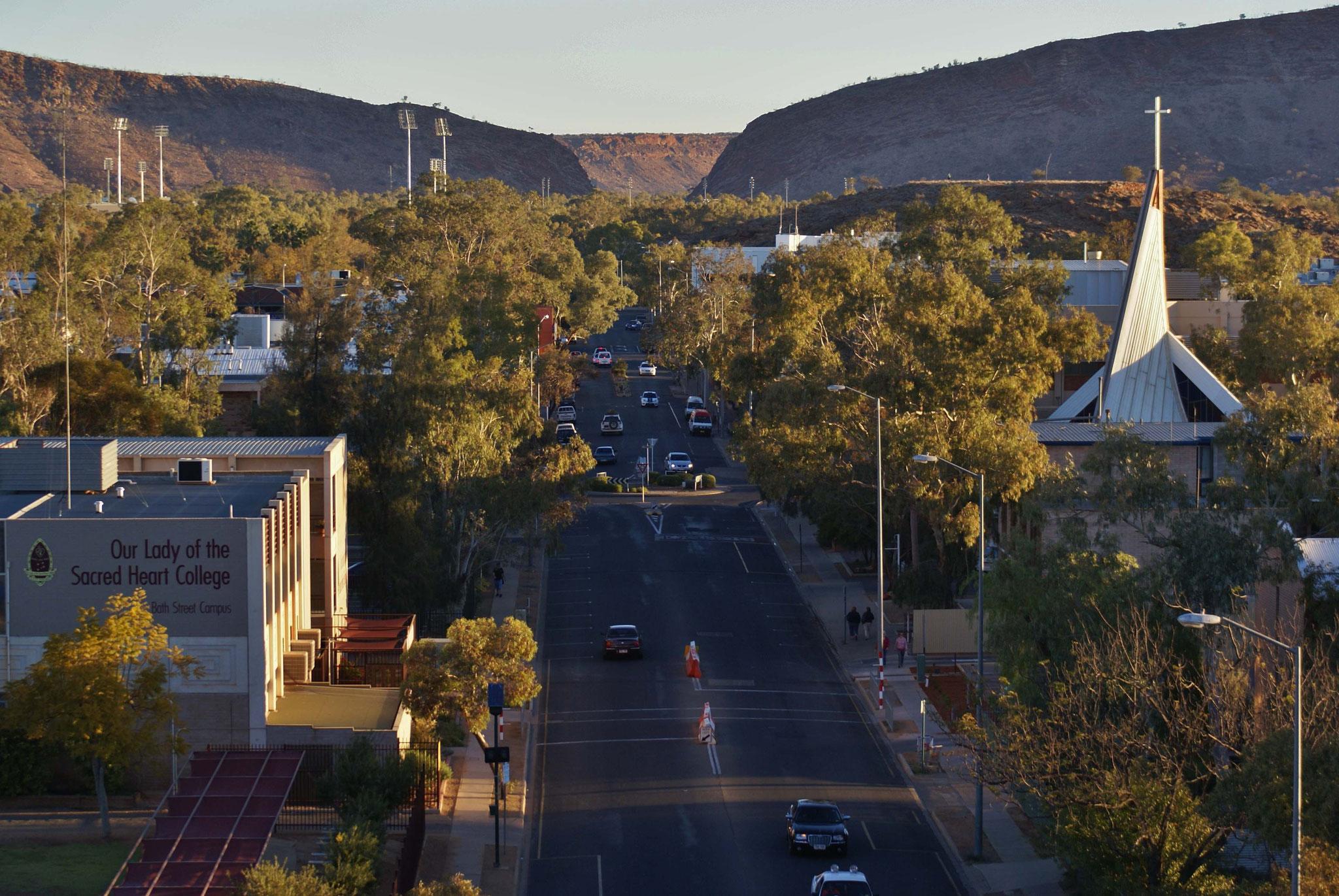 Alice Springs - hier findet jährlich ein Bootsrennen in einem meist trockenen Flußbett statt