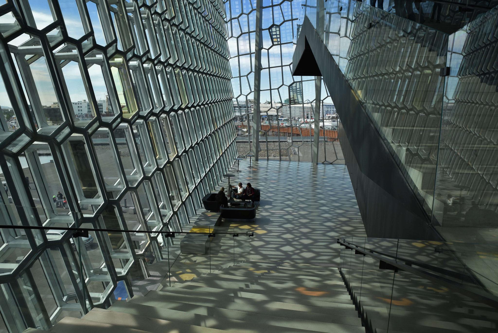 Gigantische Vorräume mit Lichteffekten