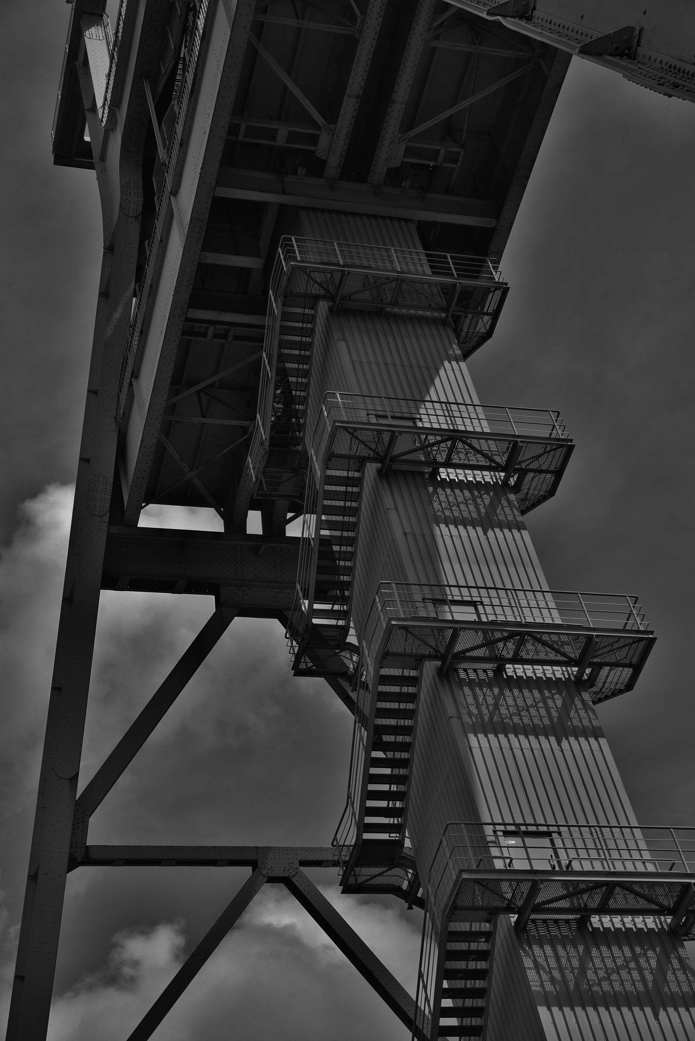Aufgang des Förderturms (in SW gewandelt)