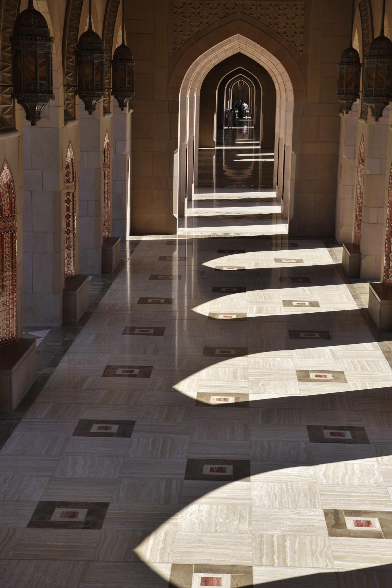 Licht und Schatten im Kuppelgang