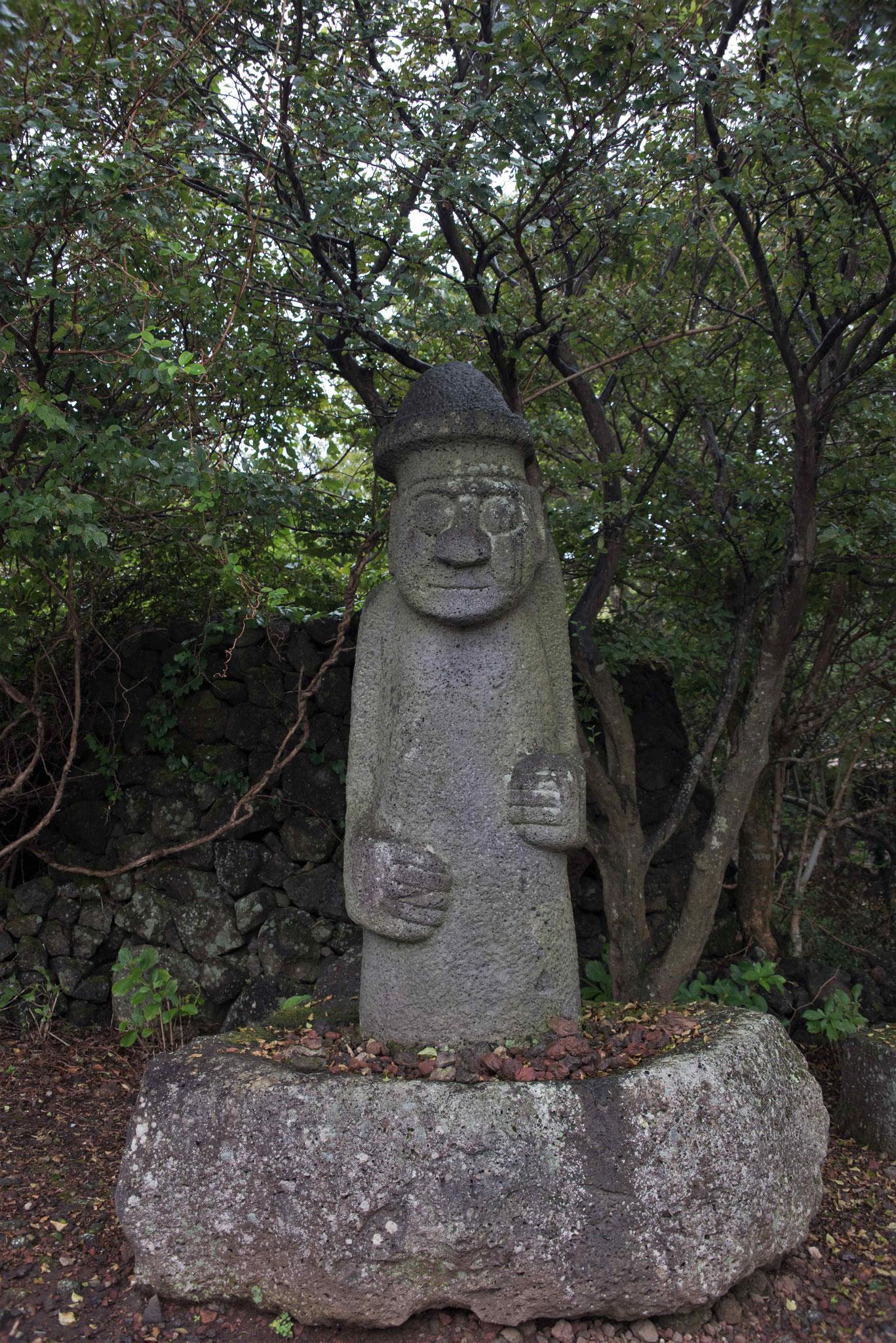Begrüßung im Jeju Stone Park durch Dolharubang