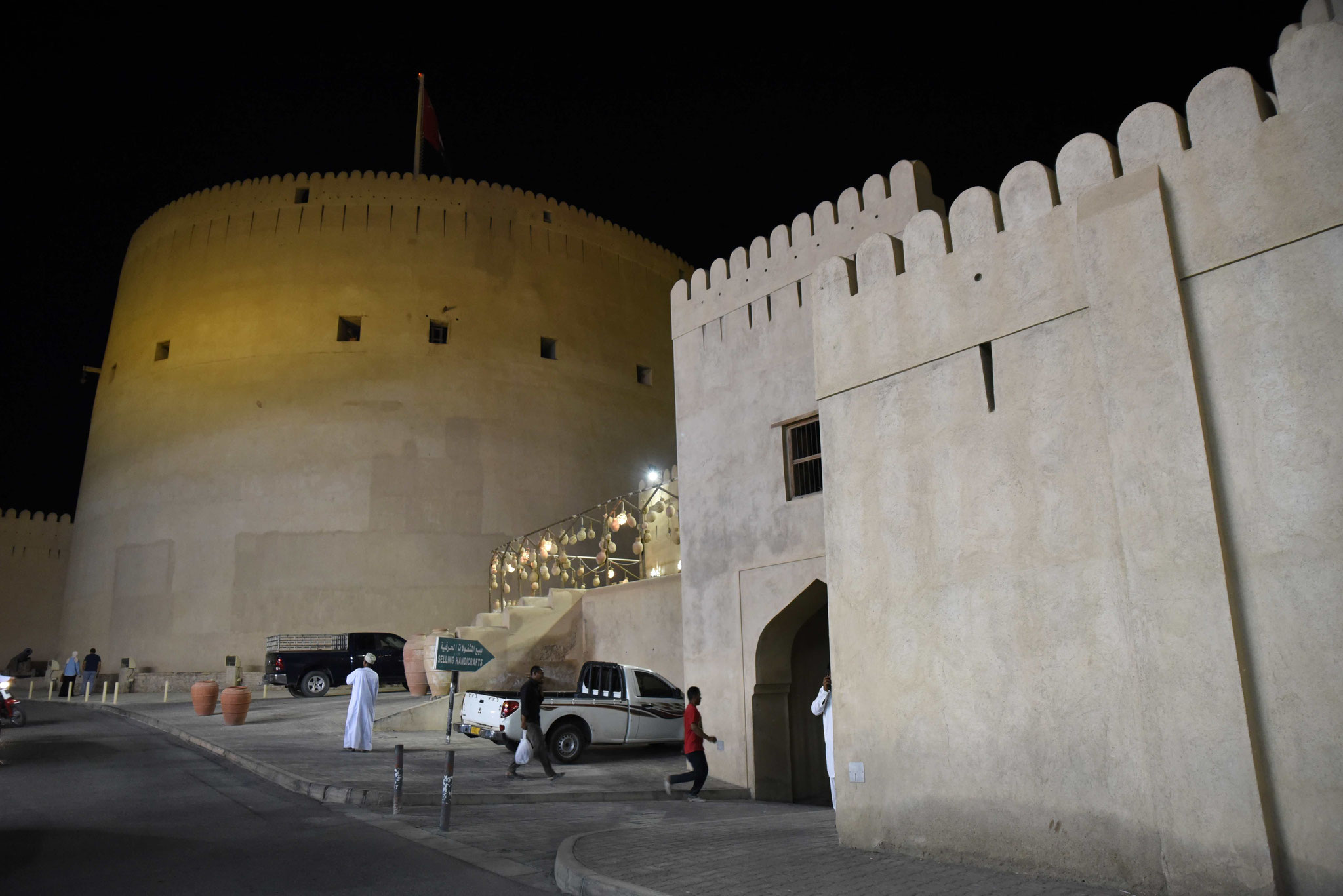 Das Fort bei Nacht vom Bazar betrachtet