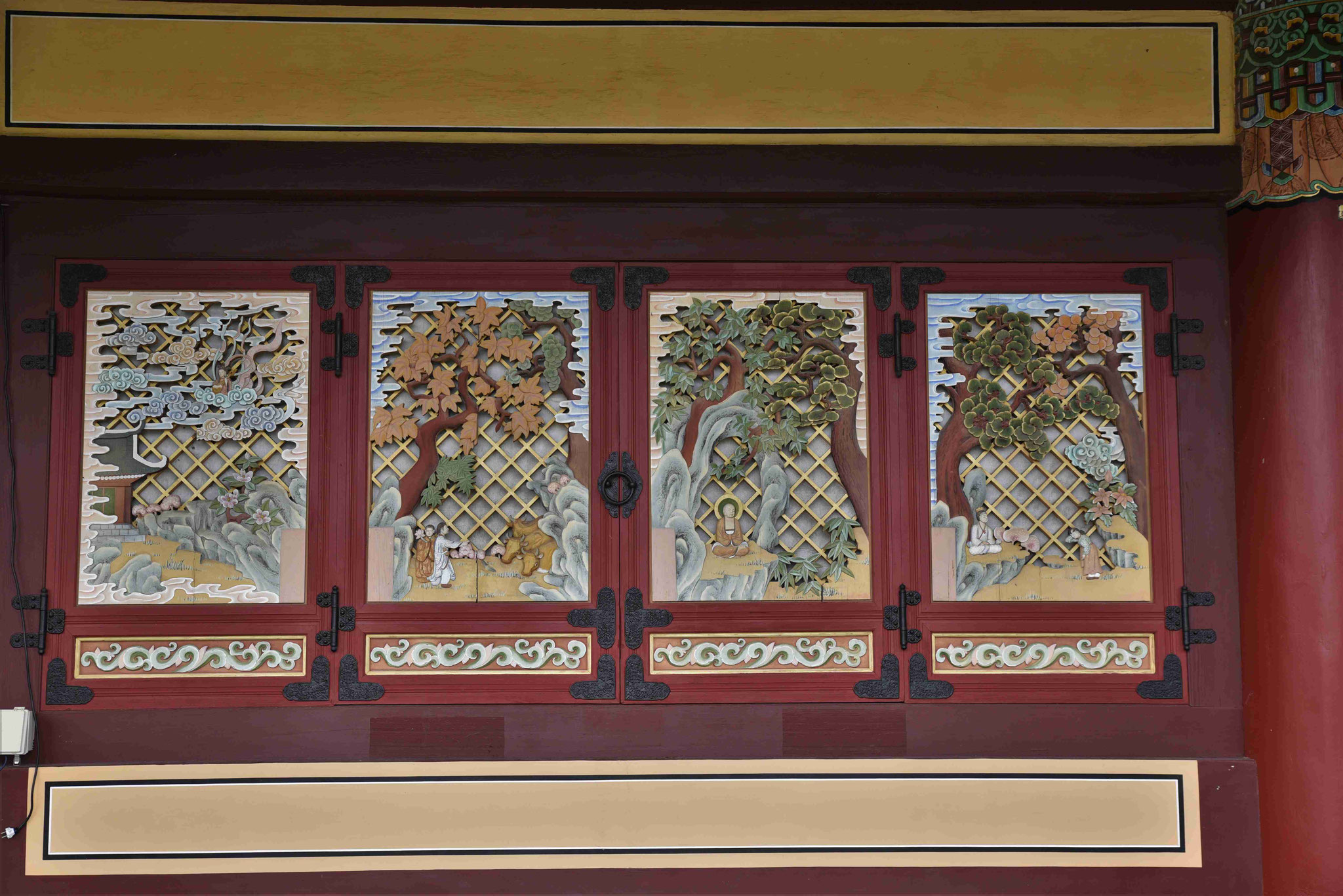 Bebilderte Geschichten an der Außenfassade
