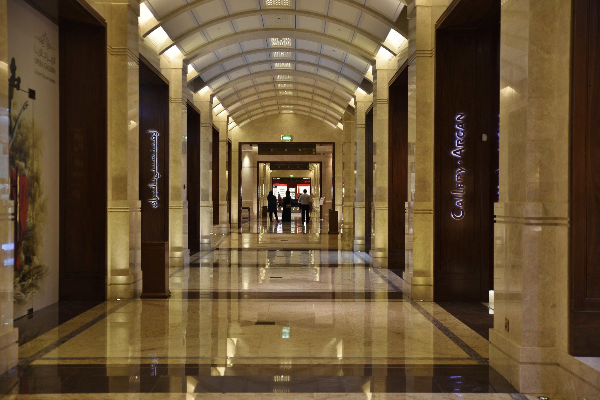 Geschäfte der Luxusklasse an der Oper
