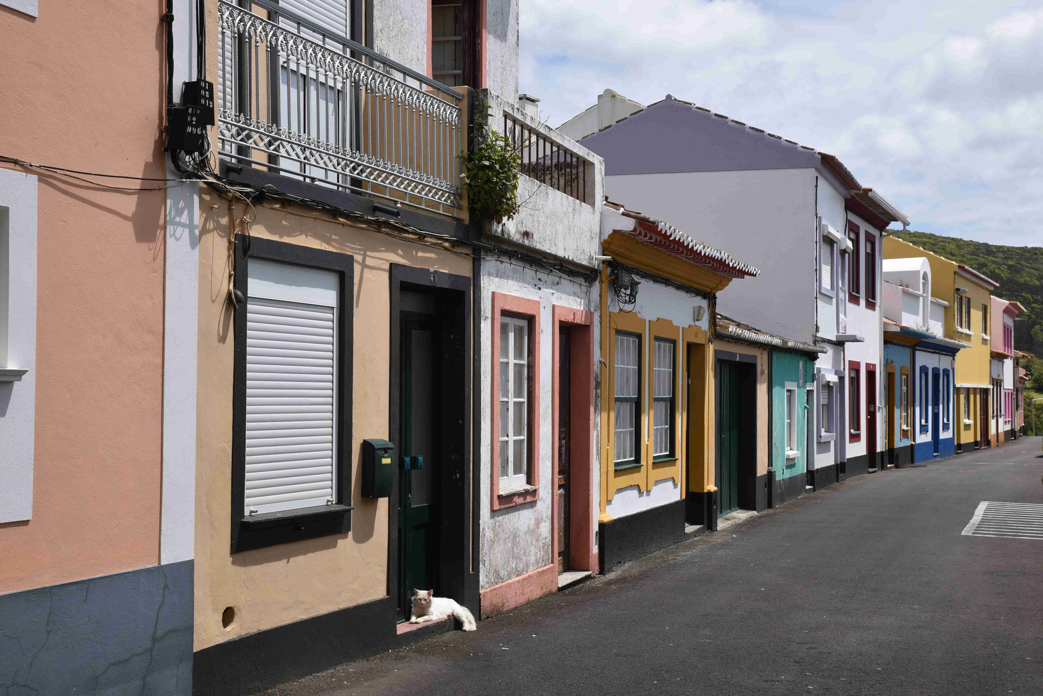 Straßenzug in Angra do Heroismo