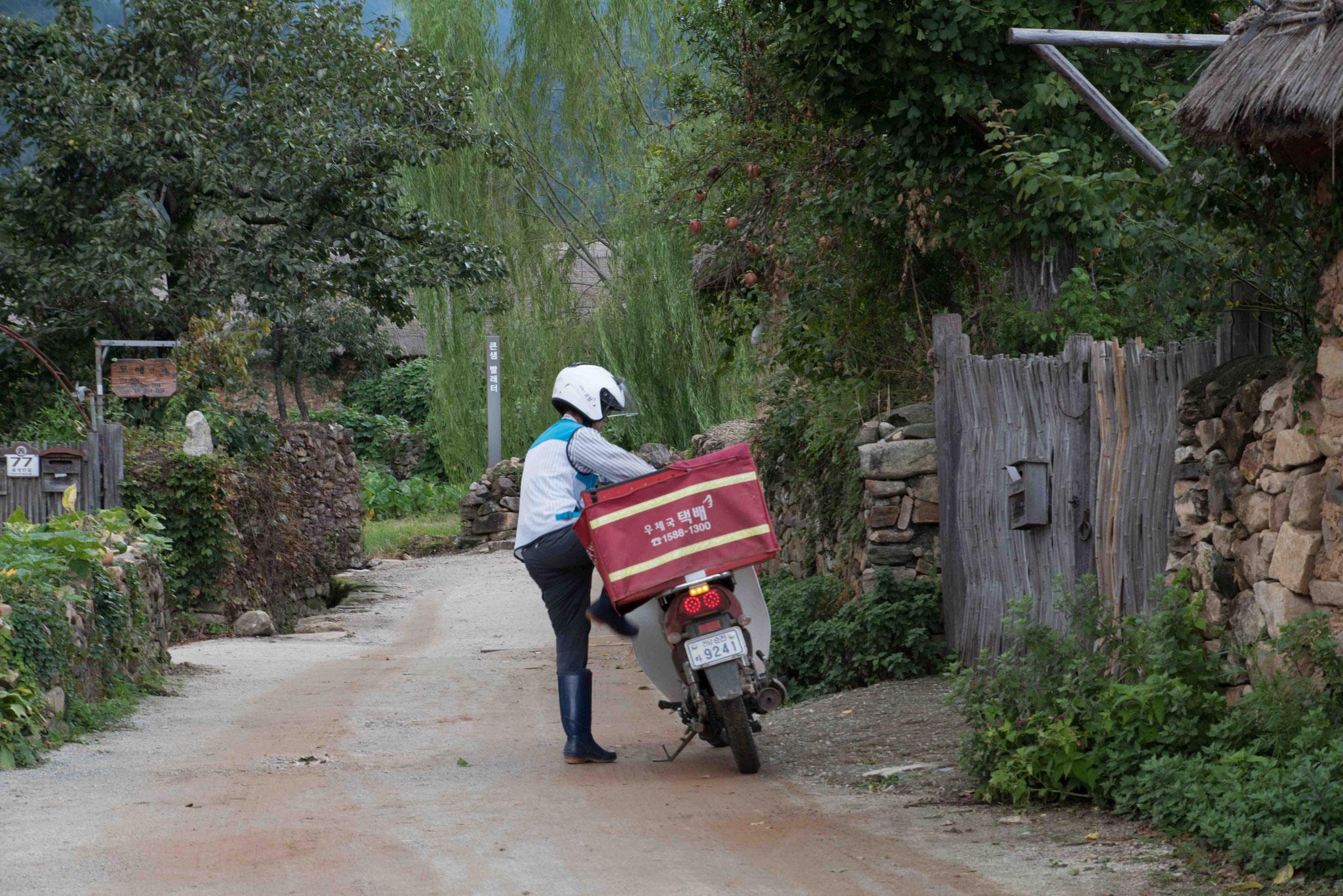Postbote bei der Ausfuhr