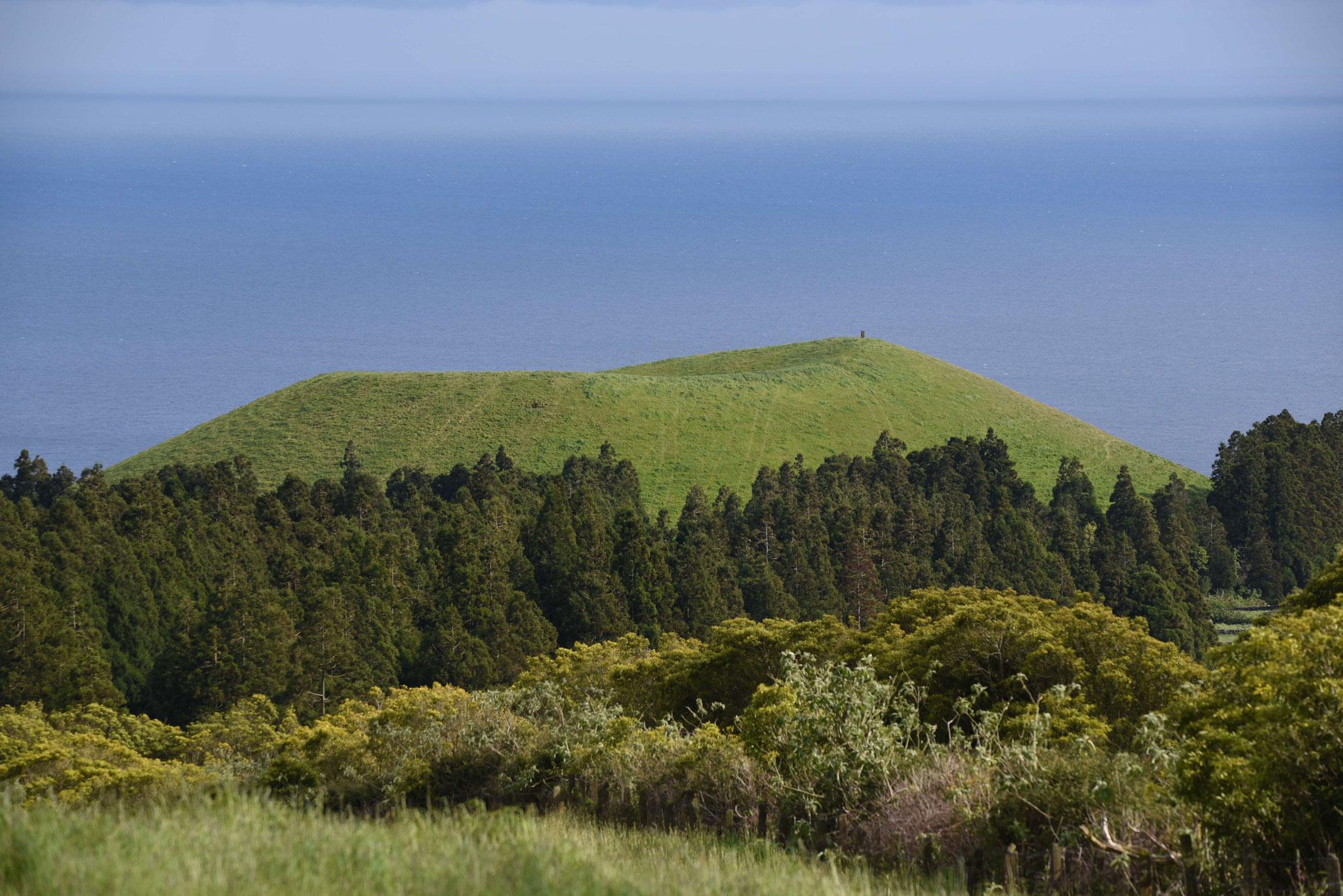 Vulkankrater südlich der Serra de Santa Barbara