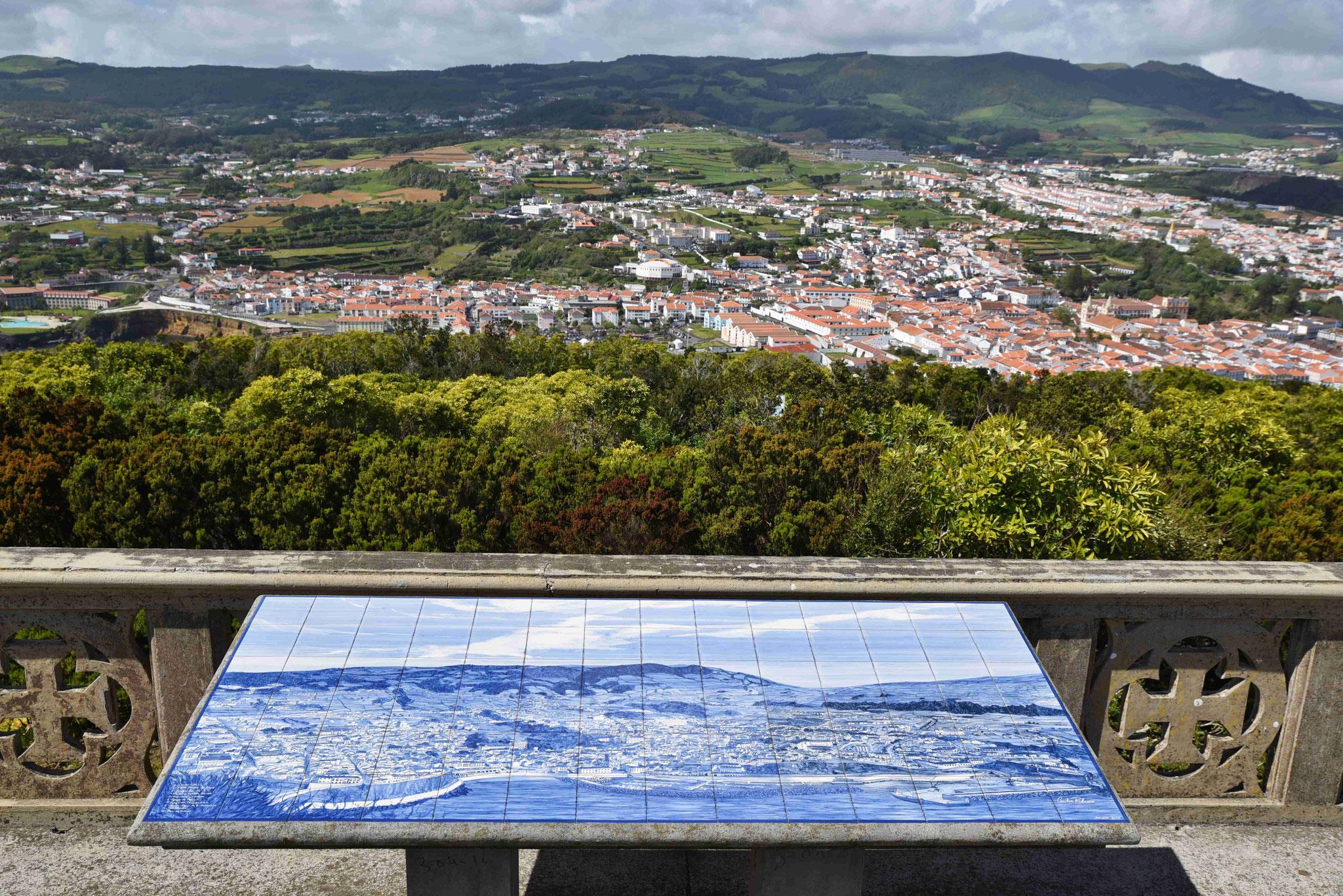 Blick vom Monte Brasil über Angra do Heroismo