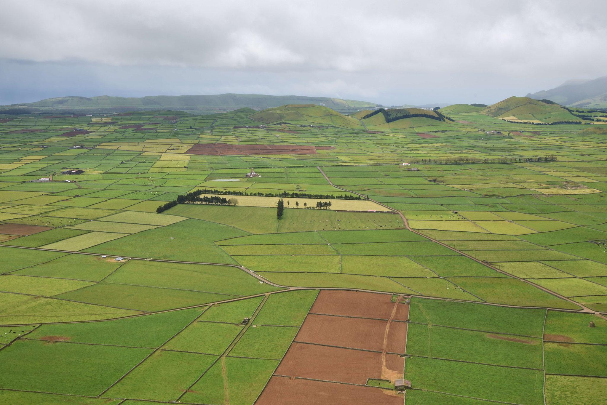 Felderebene unterhalb der Serra do Cume I
